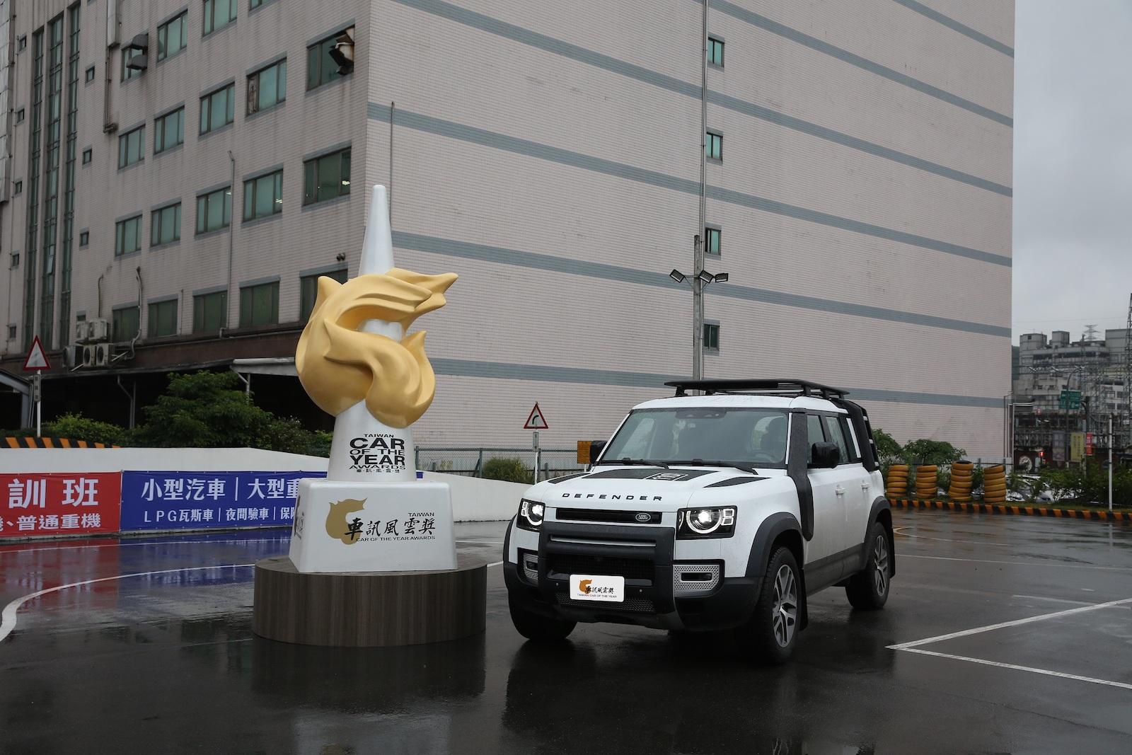 2021 最佳進口豪華大型 SUV Land Rover Defender。