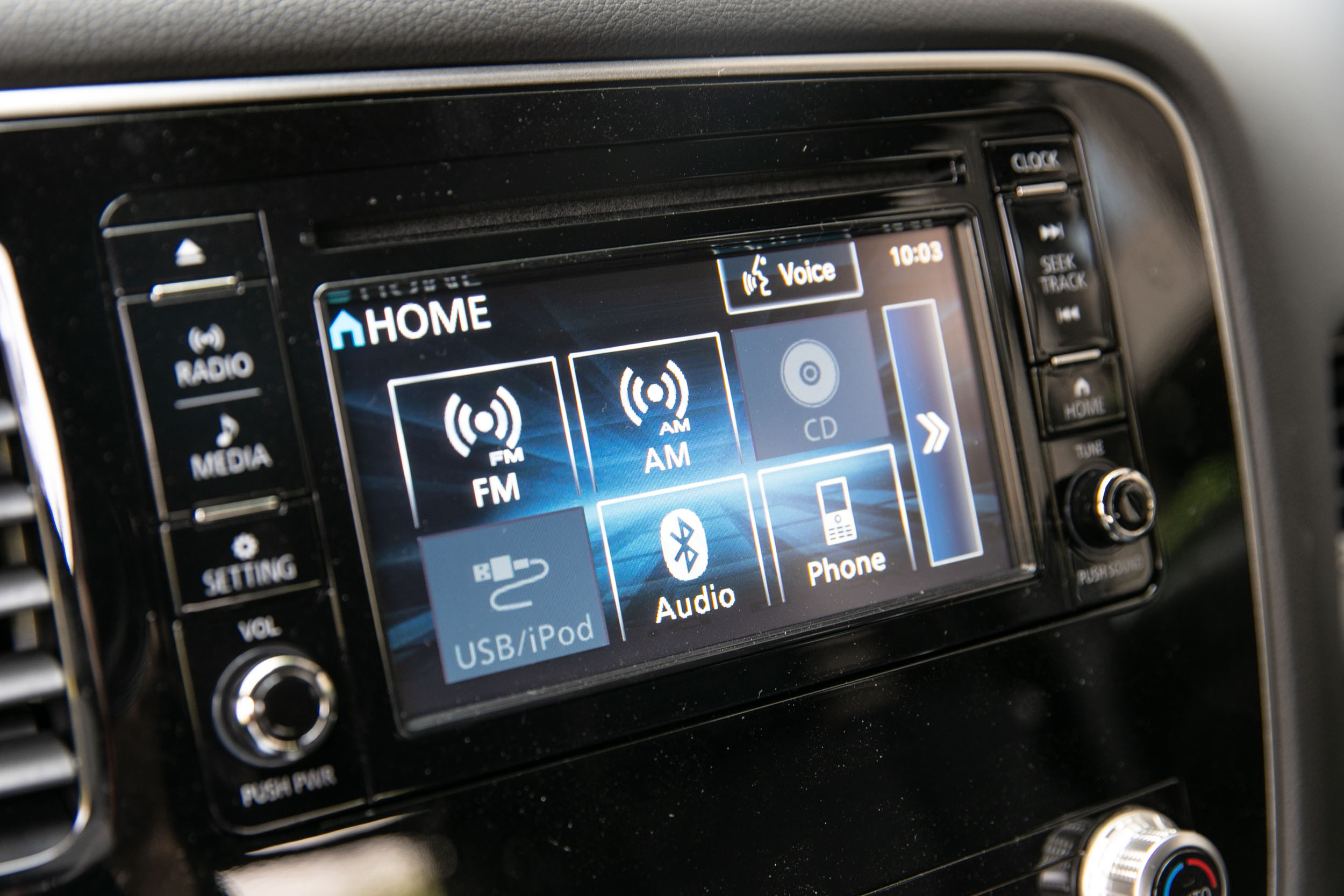 2DIN 觸控螢幕音響主機與當前主流的影音主機有著一定的質感與細膩度差異。