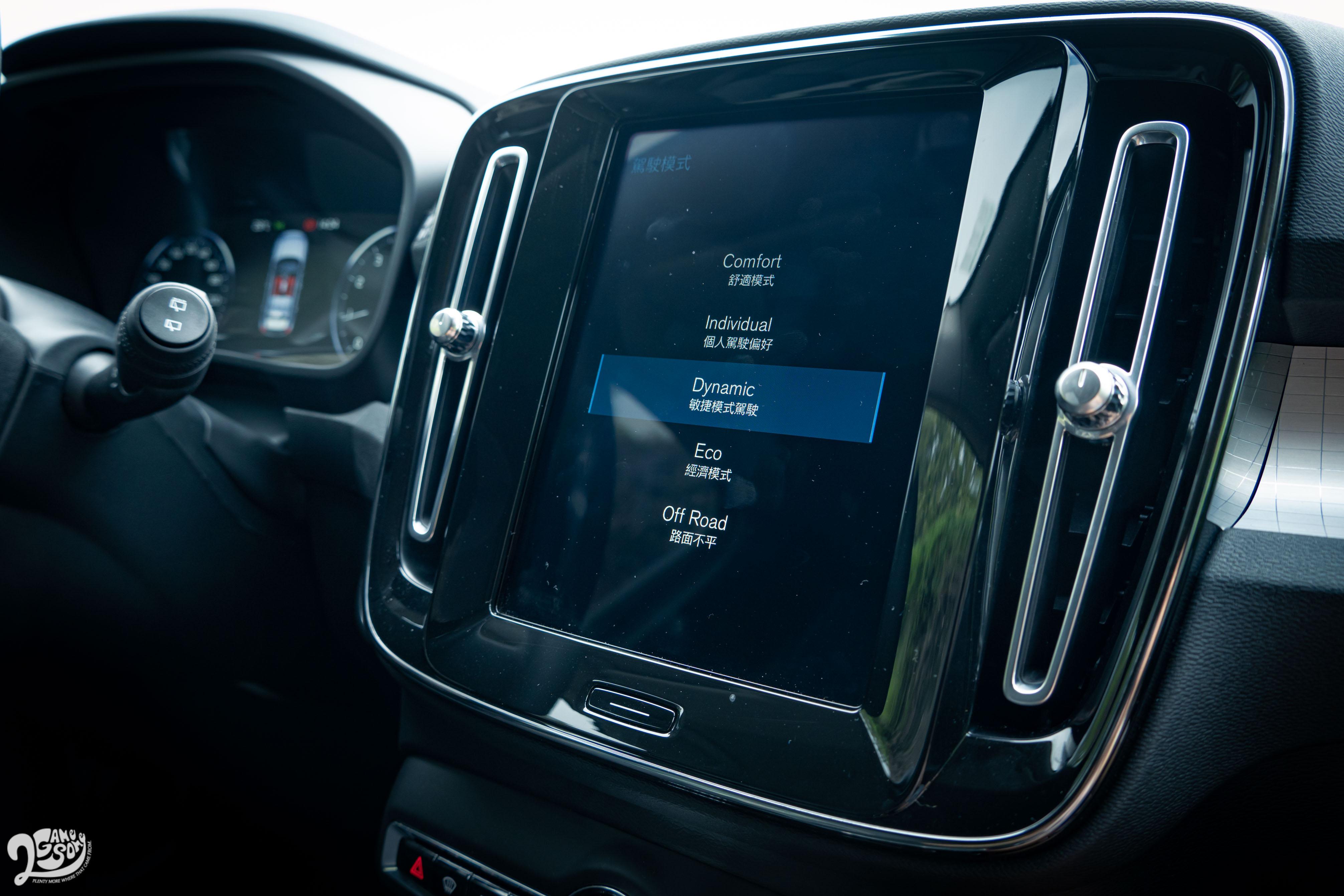 提供 Comfort、Individual、Dynamic、Eco、Off Road 五種駕駛模式。