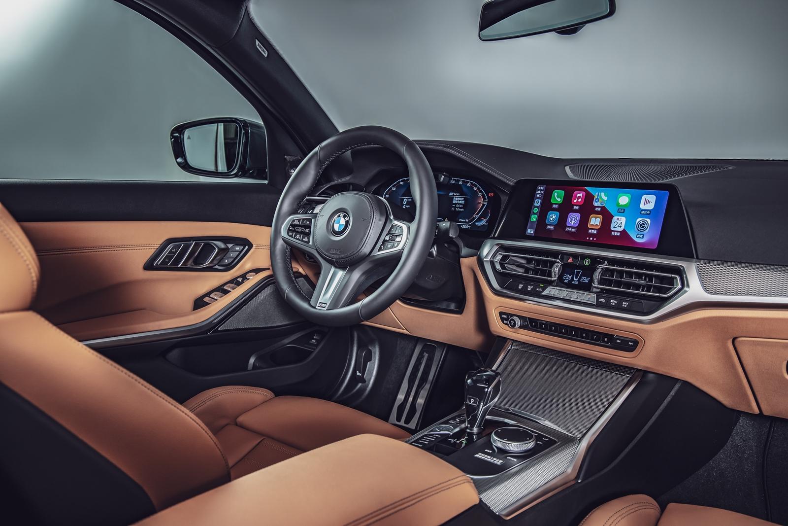 BMW 全數位虛擬座艙(12.3吋虛擬數位儀錶及10.25吋中控觸控螢幕)、車況抬頭顯示器、360 度環景輔助攝影、智慧語音助理 2.0 及 BMW Personal CoPilot 智慧駕駛輔助科技。