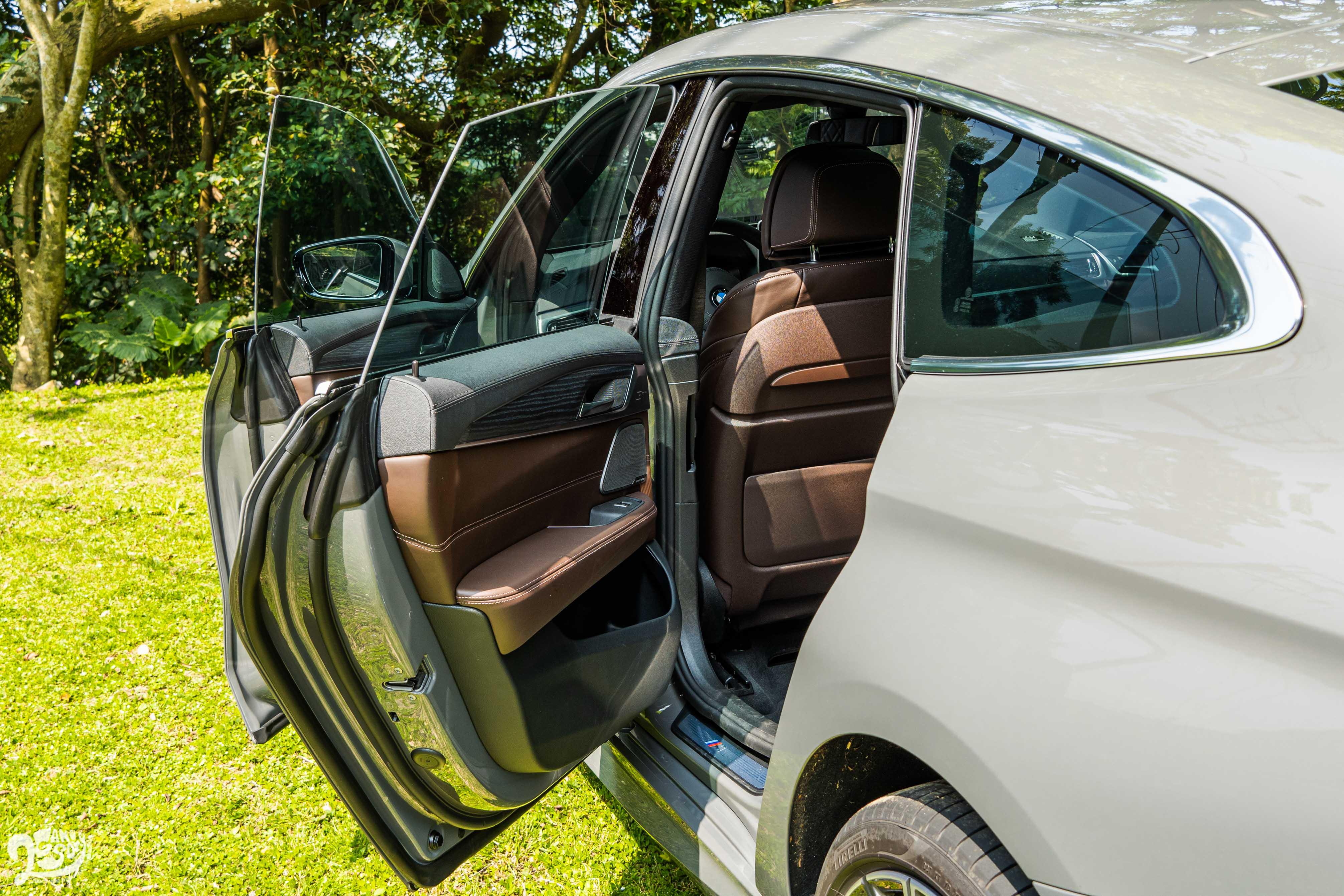 無窗框車門是 6系列特色。
