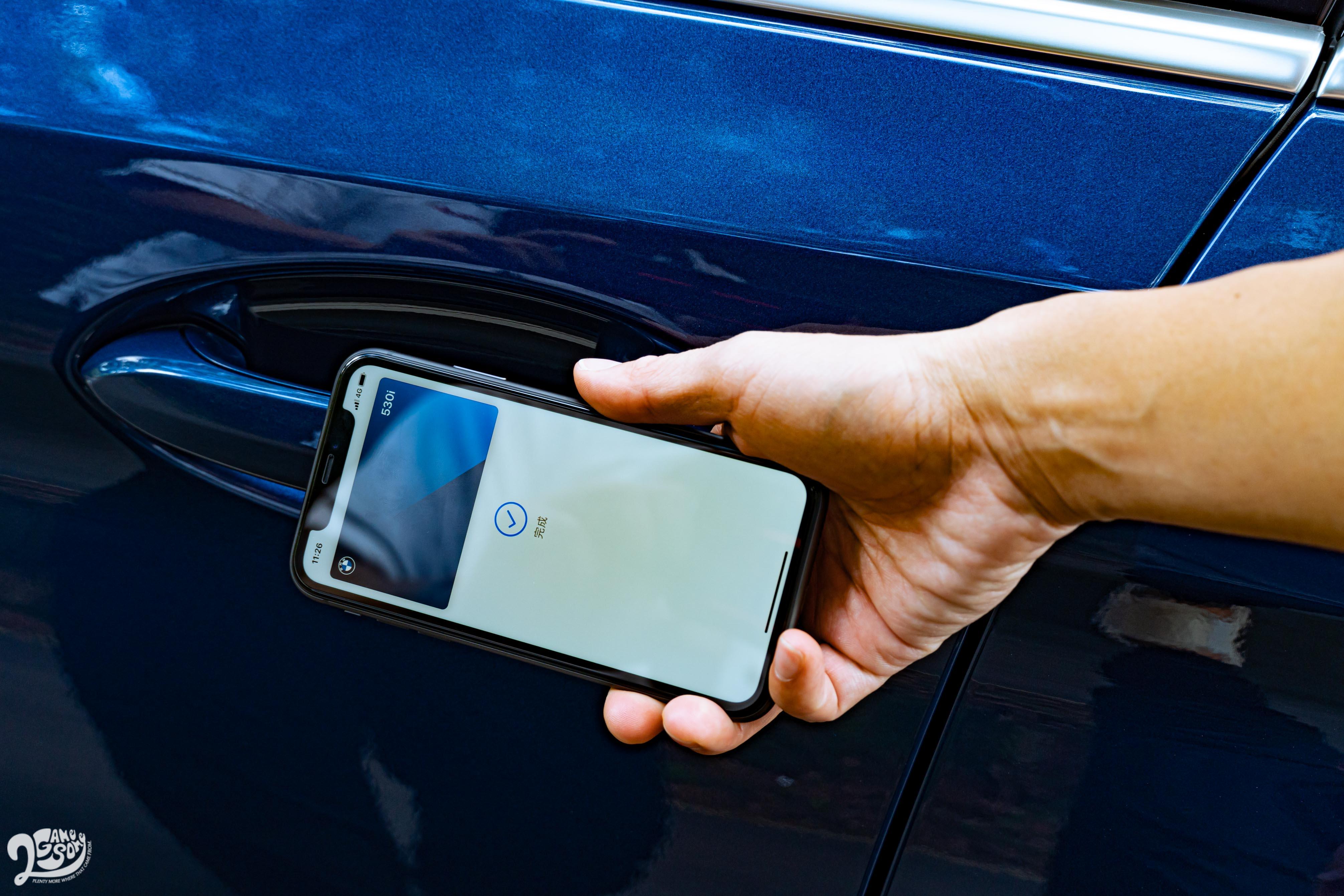 小改款 5系列還導入 iPhone 數位鑰匙功能,可讓手機完全取代傳統車鑰匙,還能分享給最多五位使用 iPhone 的親友。