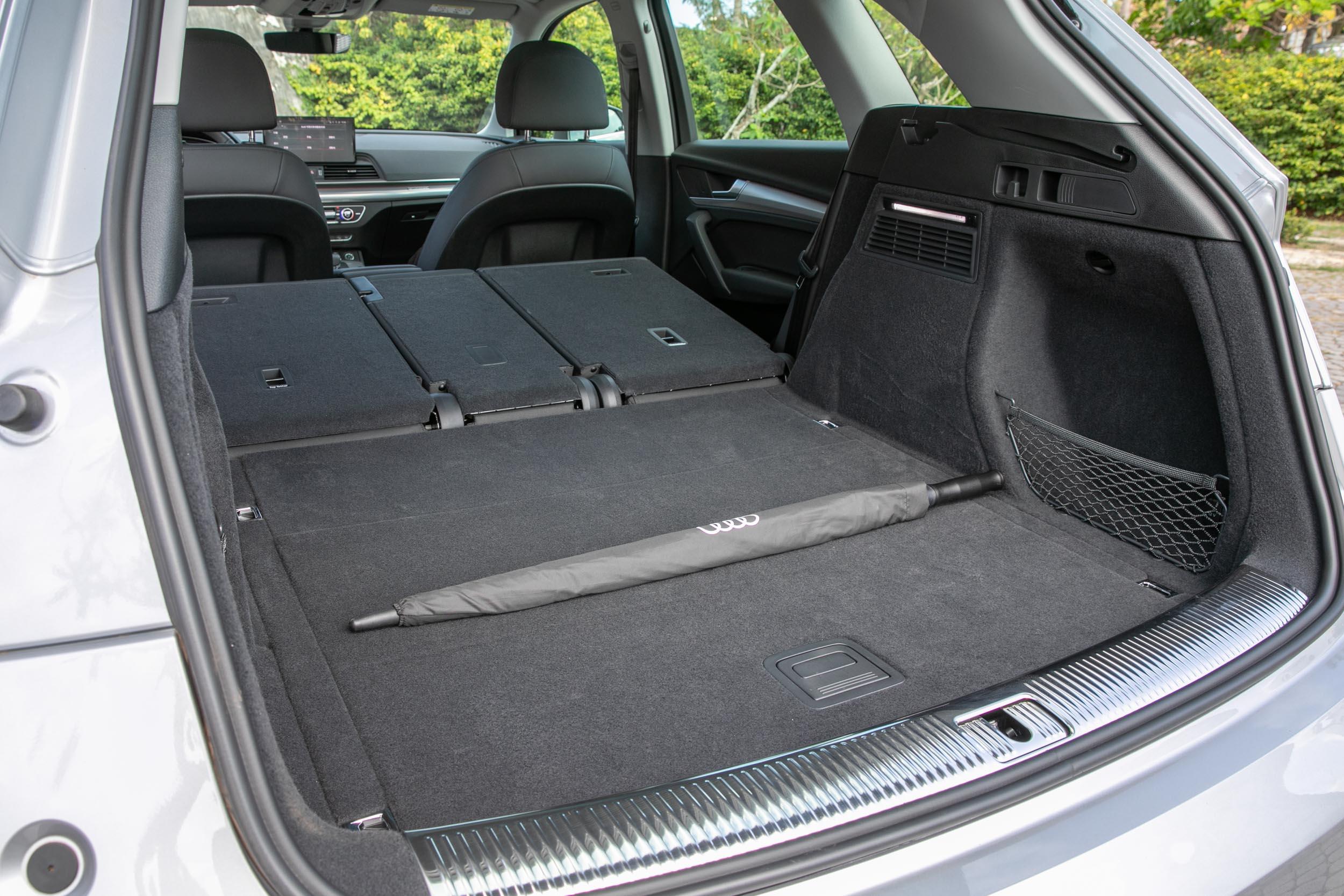 後座椅背傾倒後,最大置物容積可達 1520 公升。