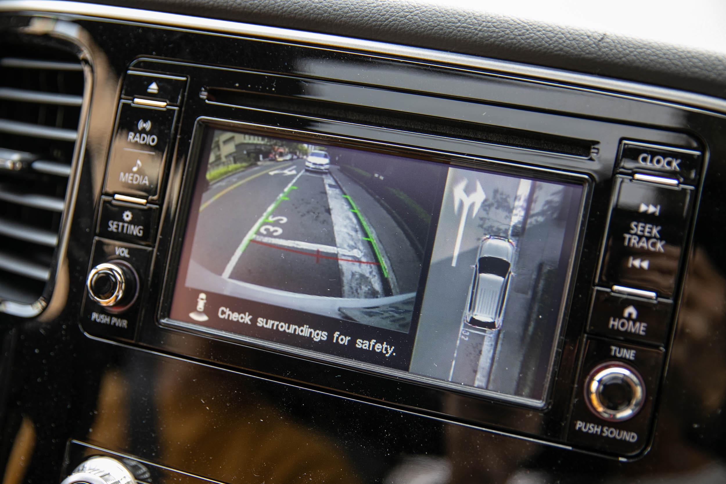 配備環景影像系統。