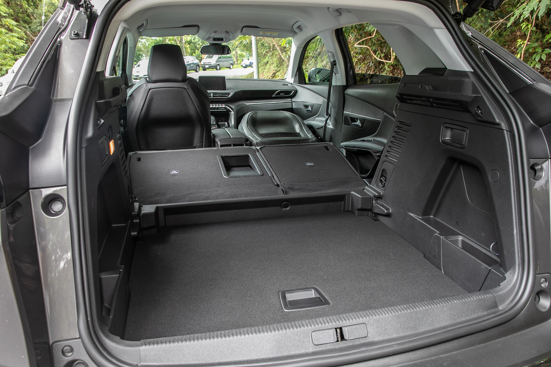 標準乘坐狀態下後廂容積為 520 公升,若把後座椅背傾倒可擴充至 1482 公升。
