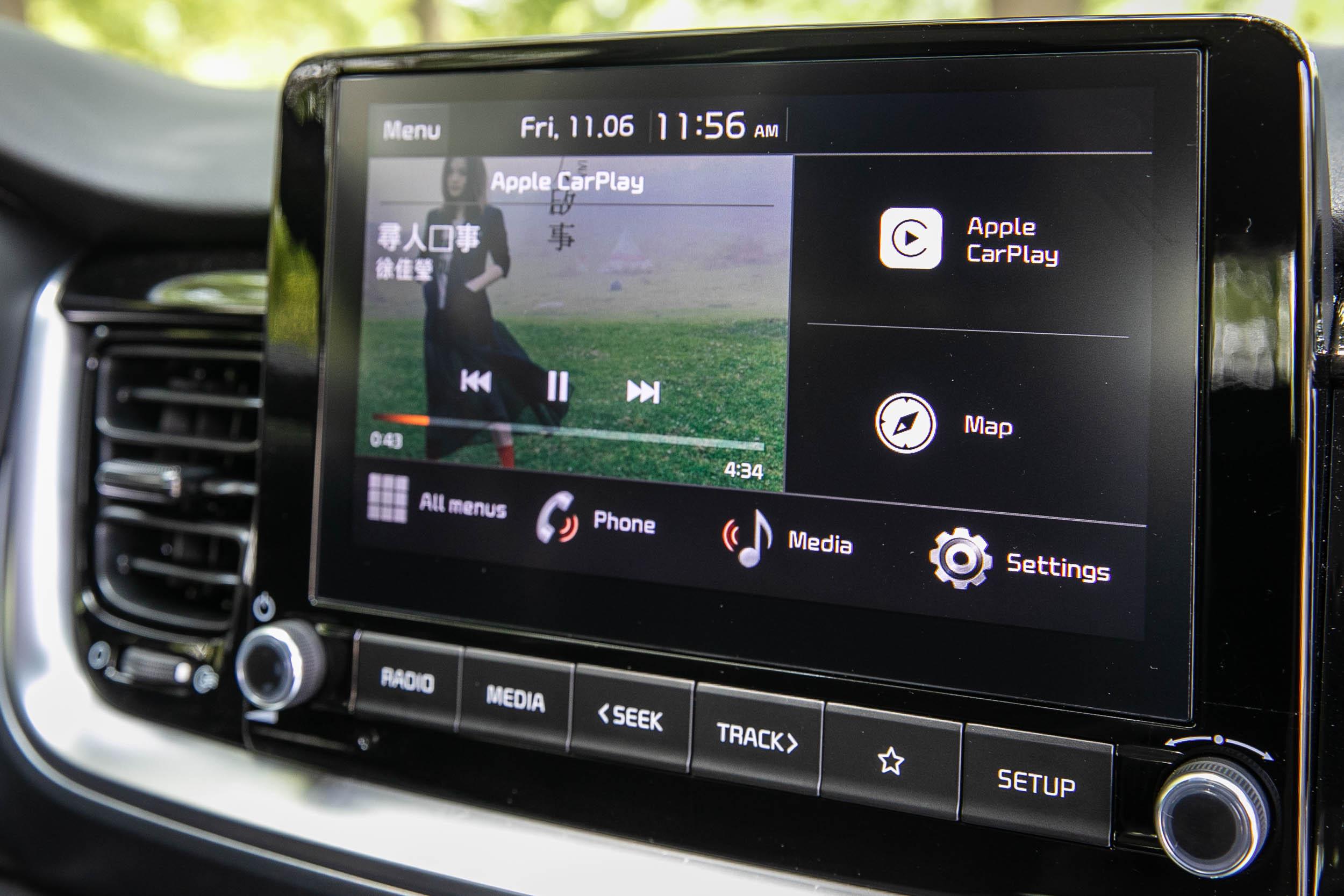 同樣是沒有中文介面的 8吋多媒體影音觸控系統。