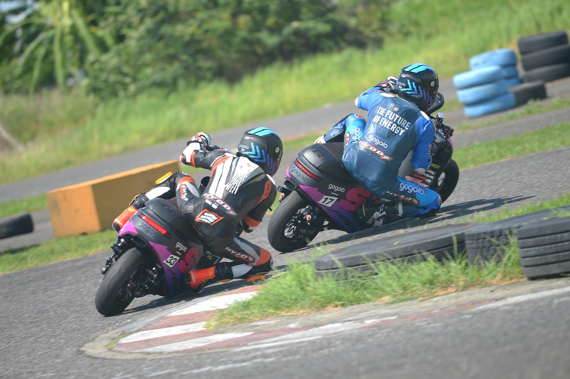 Gogoro 廠隊的 Gogoro S3 曩括桿位和第二起跑的機會。