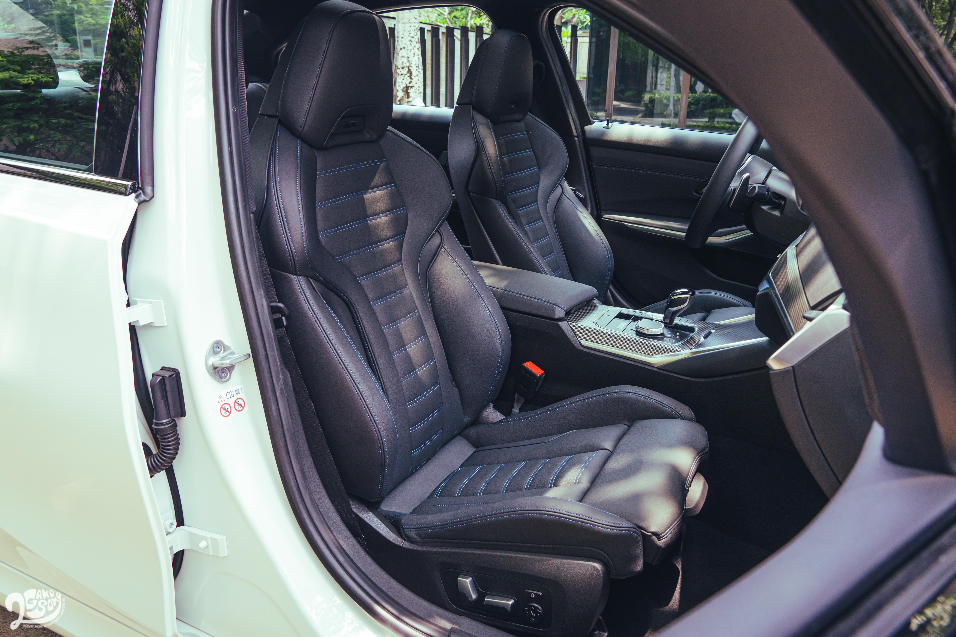 M跑車座椅豐富的調整功能,讓我很快就能找到自己喜歡的駕駛姿勢。