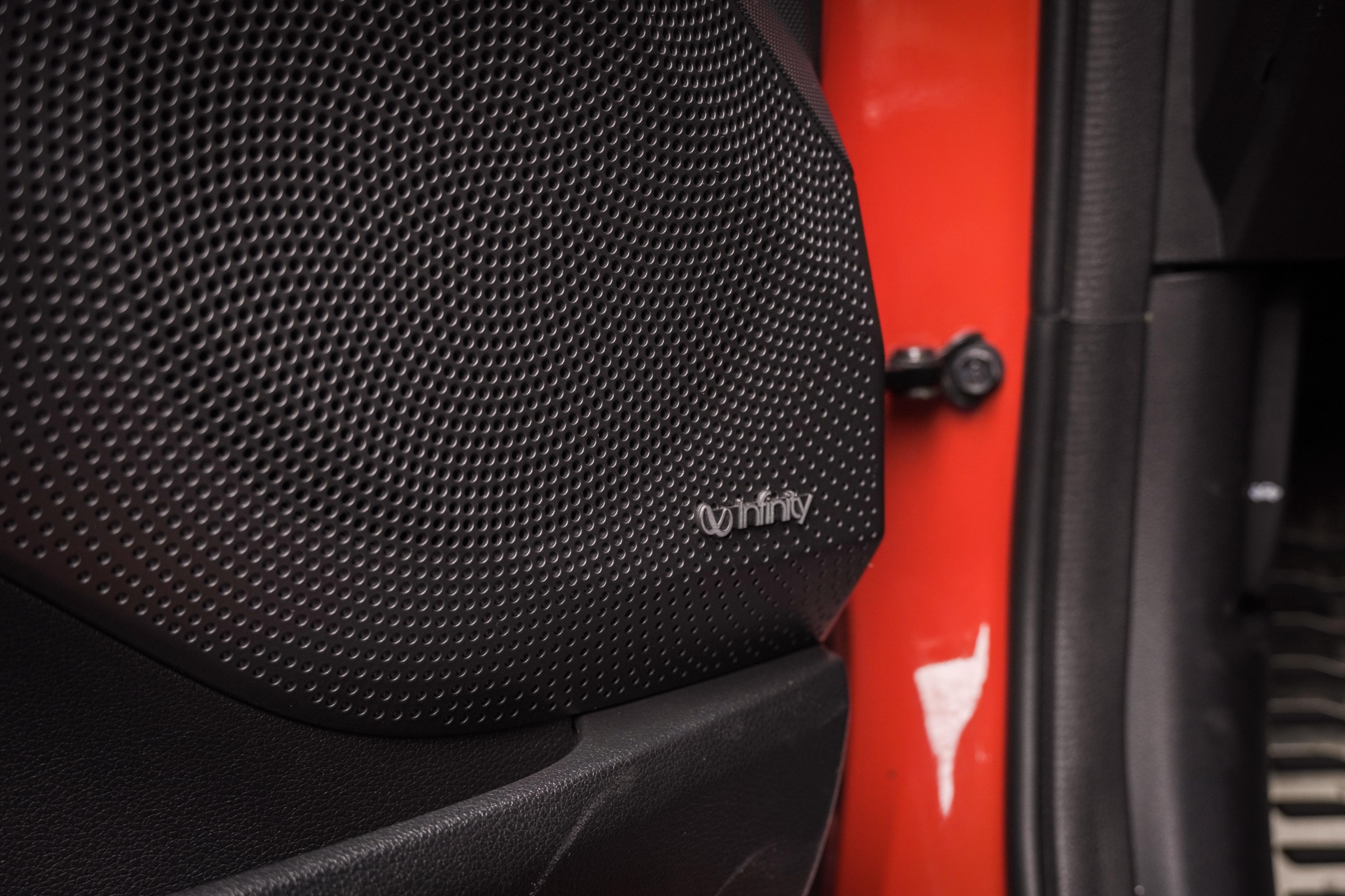 Veloster 提供 Infinity 的 8 支揚聲器及重低音系統。
