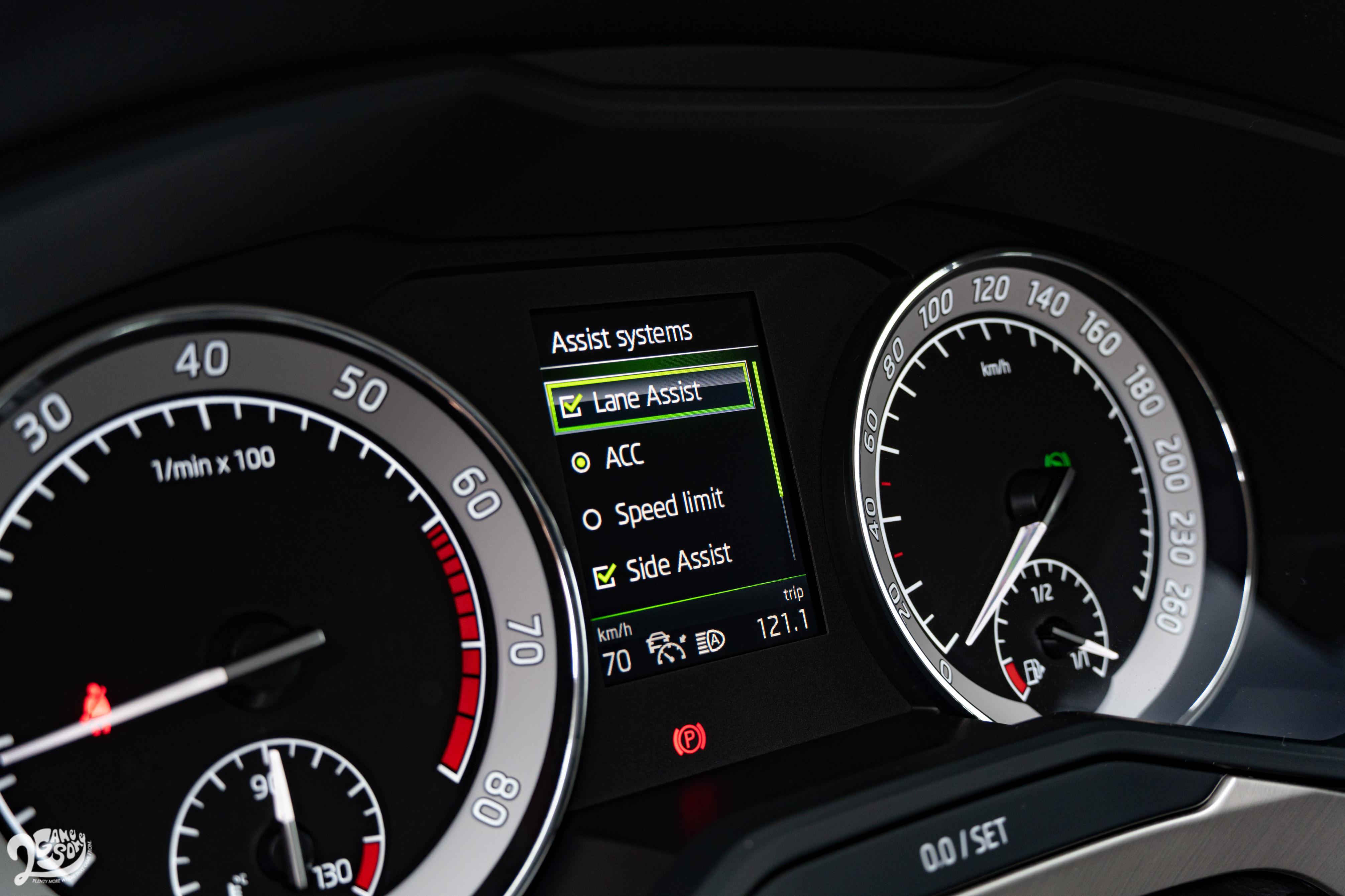 包含前方輔助系統、主動式跟車系統、盲點警示系統、車道偏離警示系統、後方來車警示系統等,都是入門的菁英版標配。