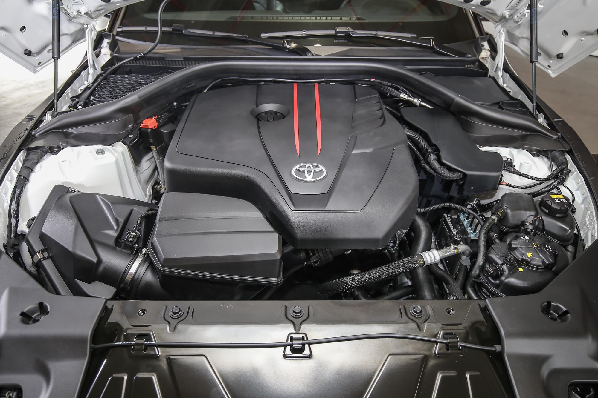 2.0T 採用直四渦輪增壓引擎,具備 258 hp/40.8 kgm。