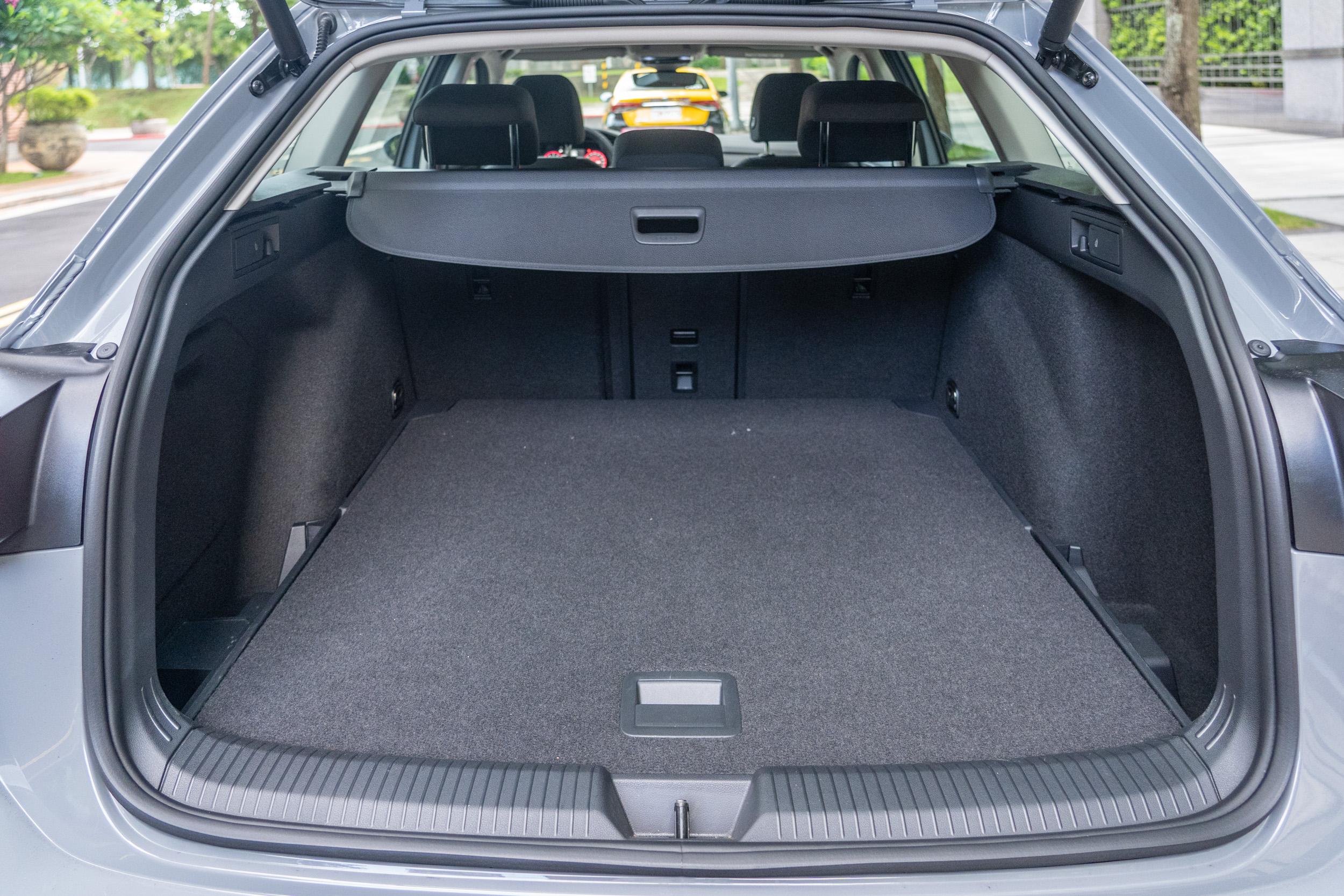 標準乘坐狀態下後廂容積為 611 公升。