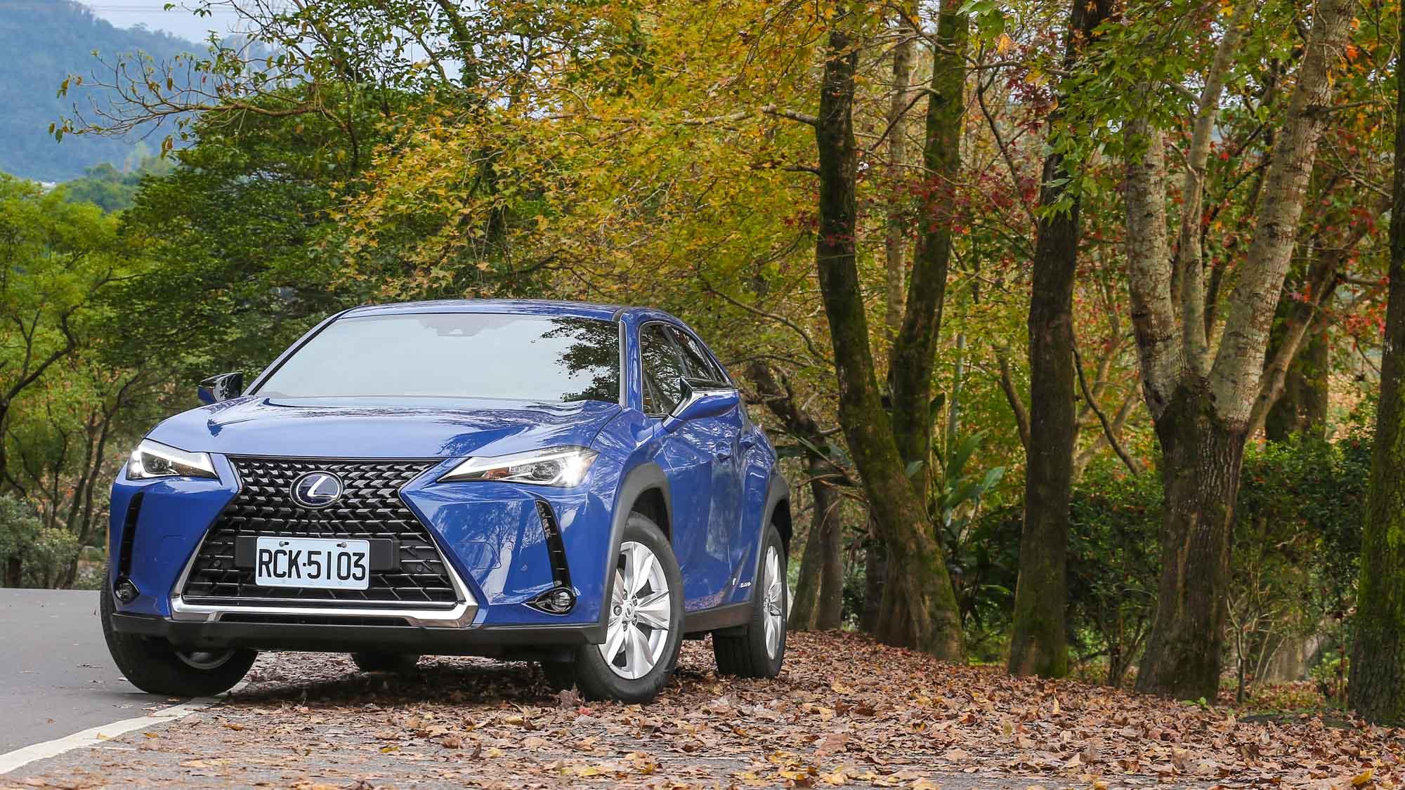人生的第一輛 Lexus,會是 UX250h 嗎?