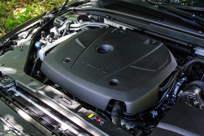 這具 1,969 c.c. 直列四缸渦輪增壓引擎具備 254 hp/35.7 kgm,0-100 km/h 加速 6.4 秒、極速 240 km/h。