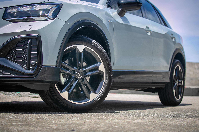 Audi Sport 鑄造鋁合金輪圈也為選配(215/50R18),要價 91,000 元。