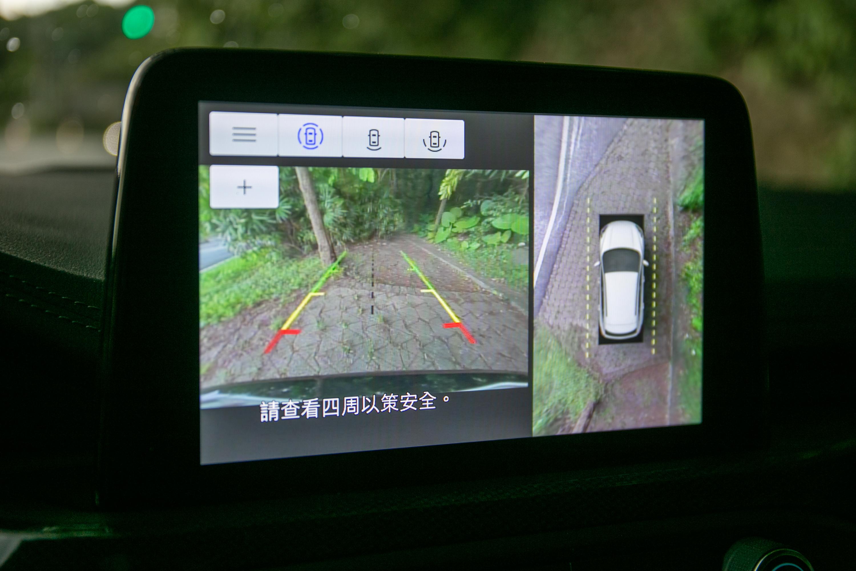 列入標配的360度環景影像行車輔助。