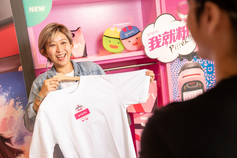 在8/29-9/13特定時間於全台20間 Gogoro 門市也將舉辦粉紅杯子蛋糕手作活動,邀請消費者DIY實作甜品送給甜蜜的另一半。