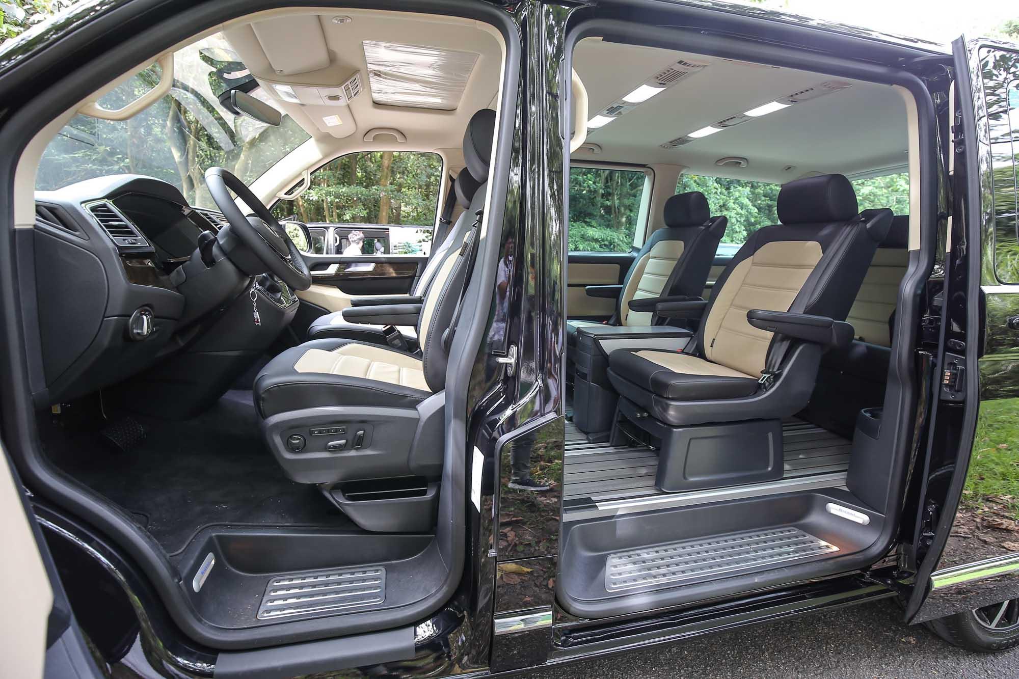 Multivan Highline 以上車型就是配備雙色 Nappa 真皮座椅。