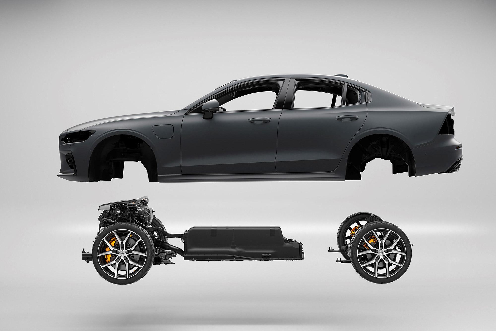 Volvo 的戰略,選擇把焦點所在純電動車普及前的過渡階段,以兼顧內燃機車款便利性與電動車使用特性的產品培養未來消費客群。