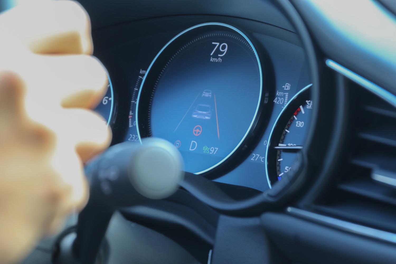 車道維持功能在 55 km/h 以上就會解除,剩下車道偏離警示及導正輔助。