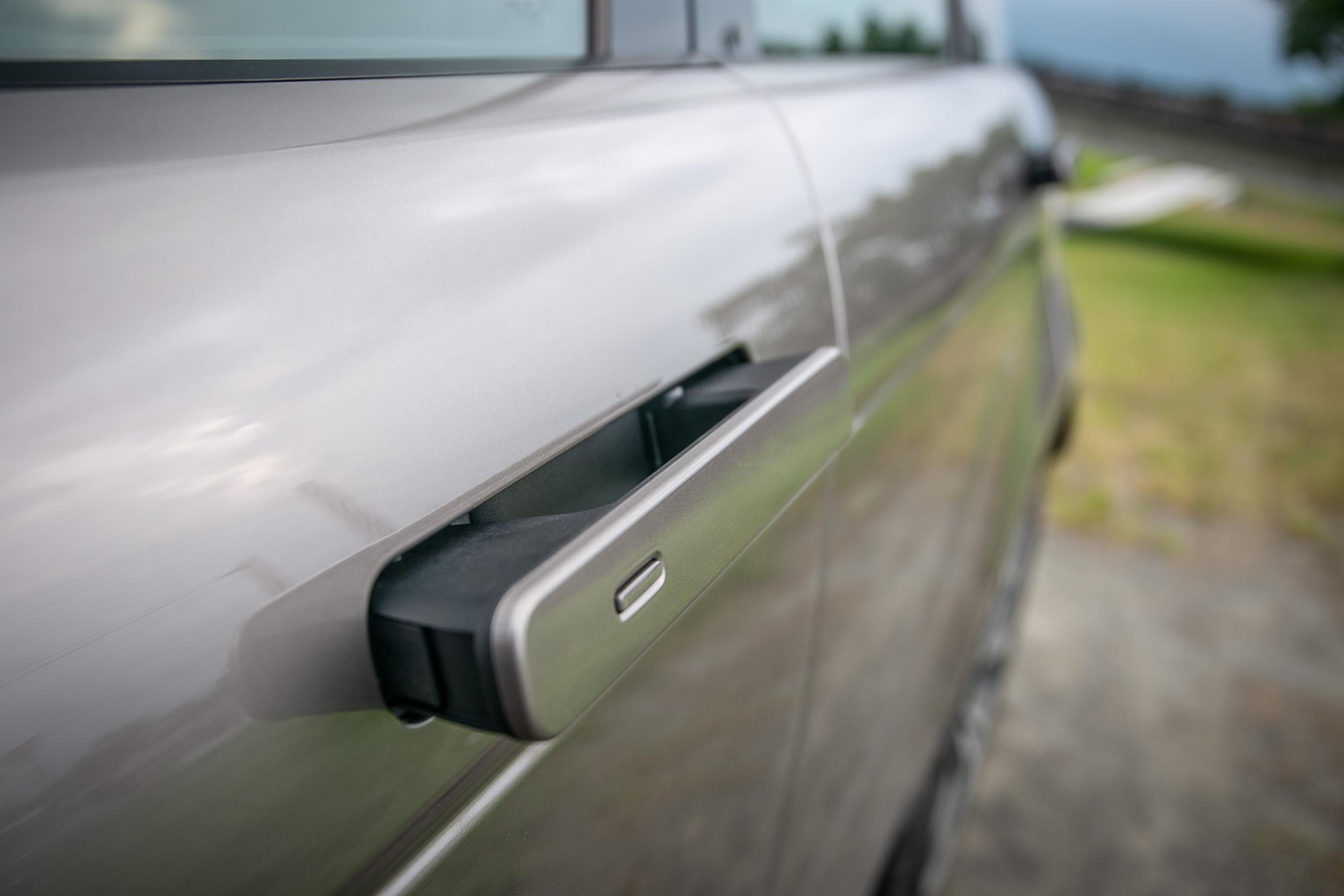 隱藏式車門讓整體造型更顯俐落。