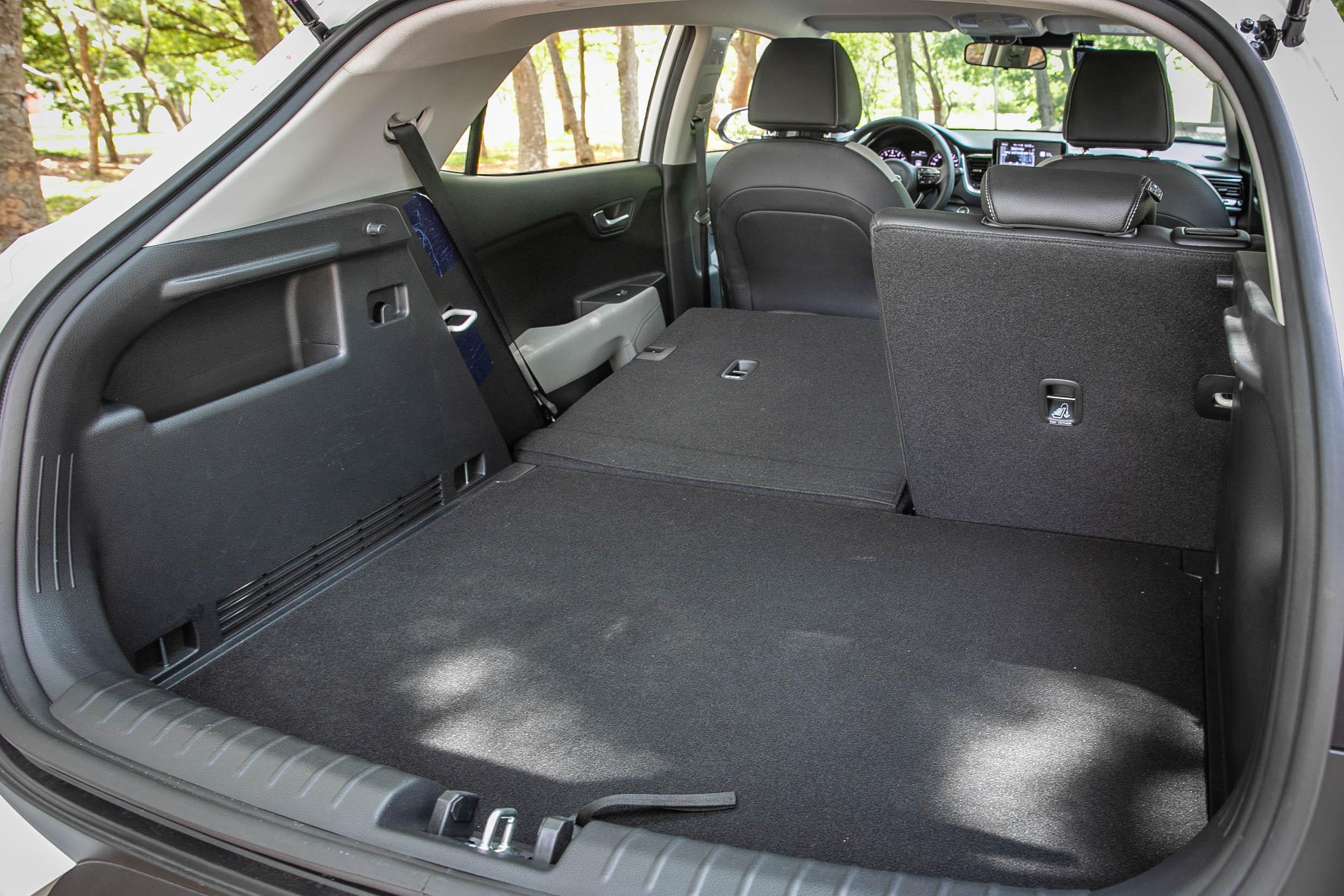 後座椅背傾倒後,置物空間可提升至 1,155 公升。