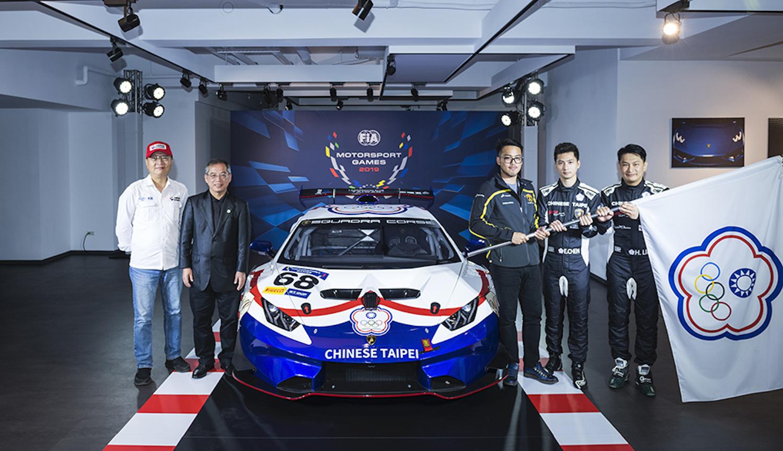 (由左至右)中華賽車會楊會長光榮, 教育部體育署葉主任秘書丁鵬, GT Cup 領隊 Lamborghini Taipei 品牌代表趙志剛, GT Cup 選手陳意凡, GT Cup 選手林帛亨。