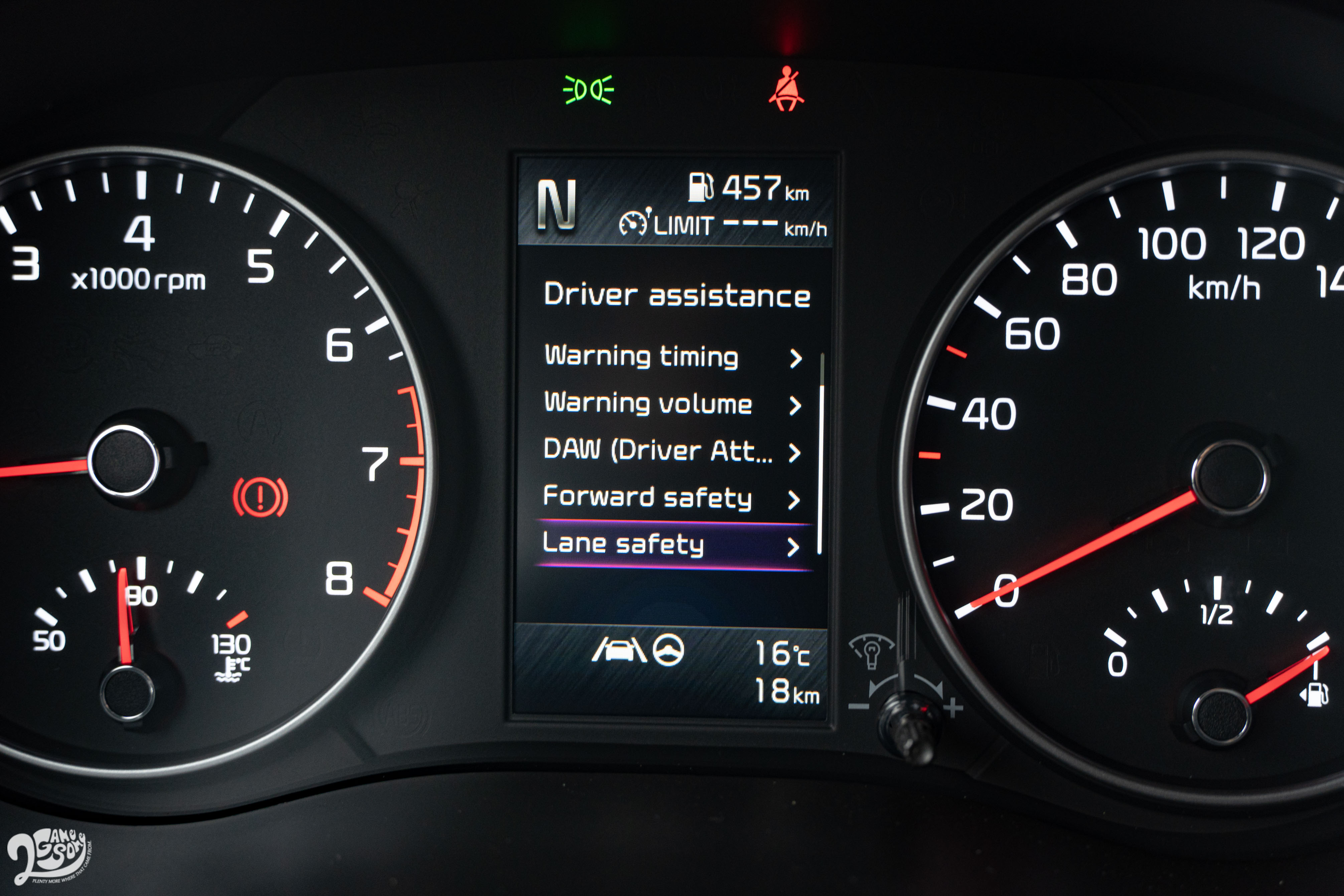 GT-Line 除了全車系標配的前方碰撞警示、前方主動煞車輔助系統,還給你可置中於車道的 LFA 全速域進階型車道維持輔助系統。