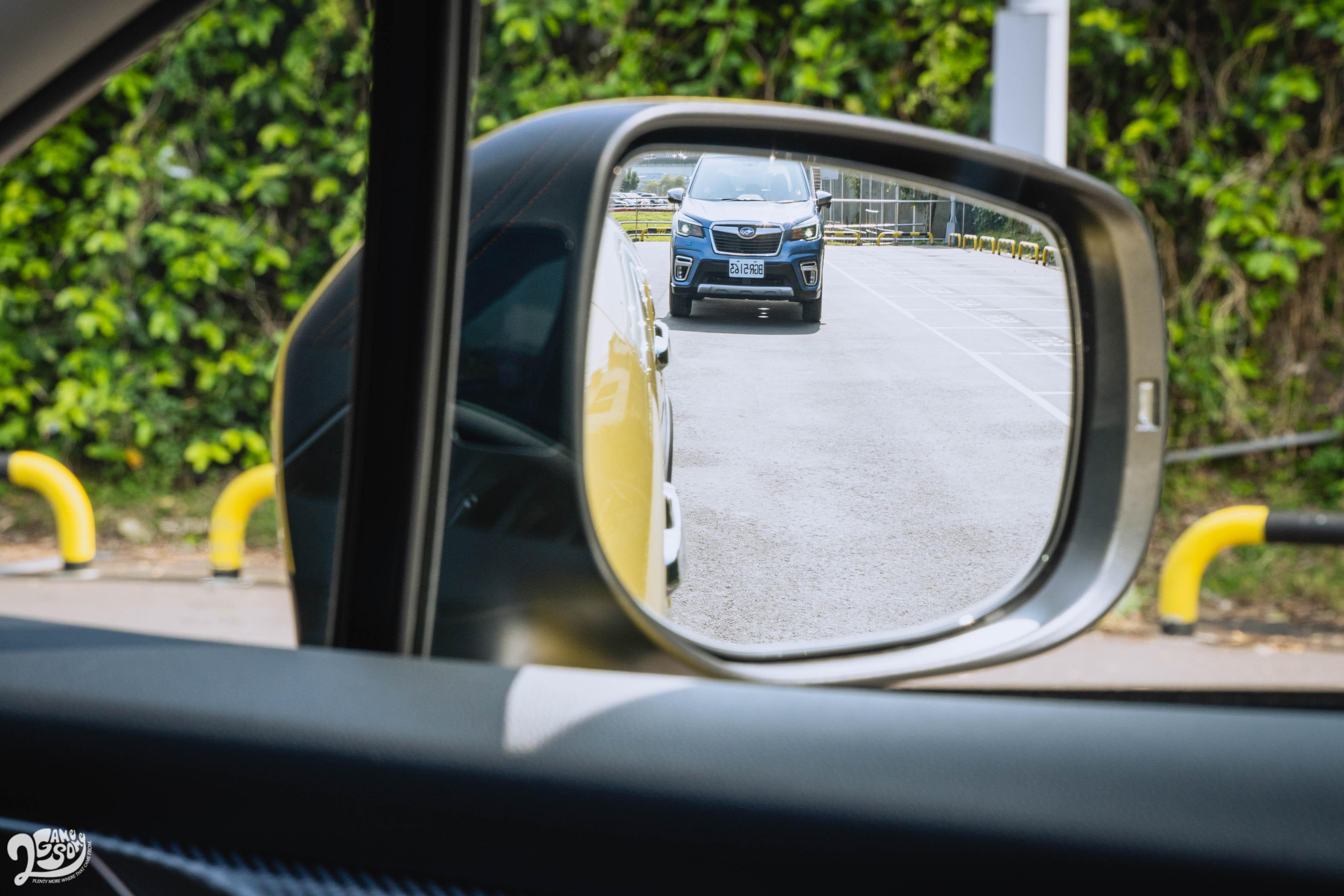 新增「倒車後視鏡連動系統」。