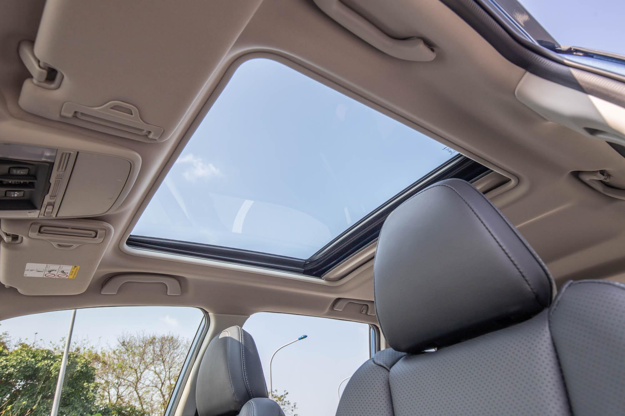 電動玻璃天窗為 Forester 2.0i-SEyesight車型標配。
