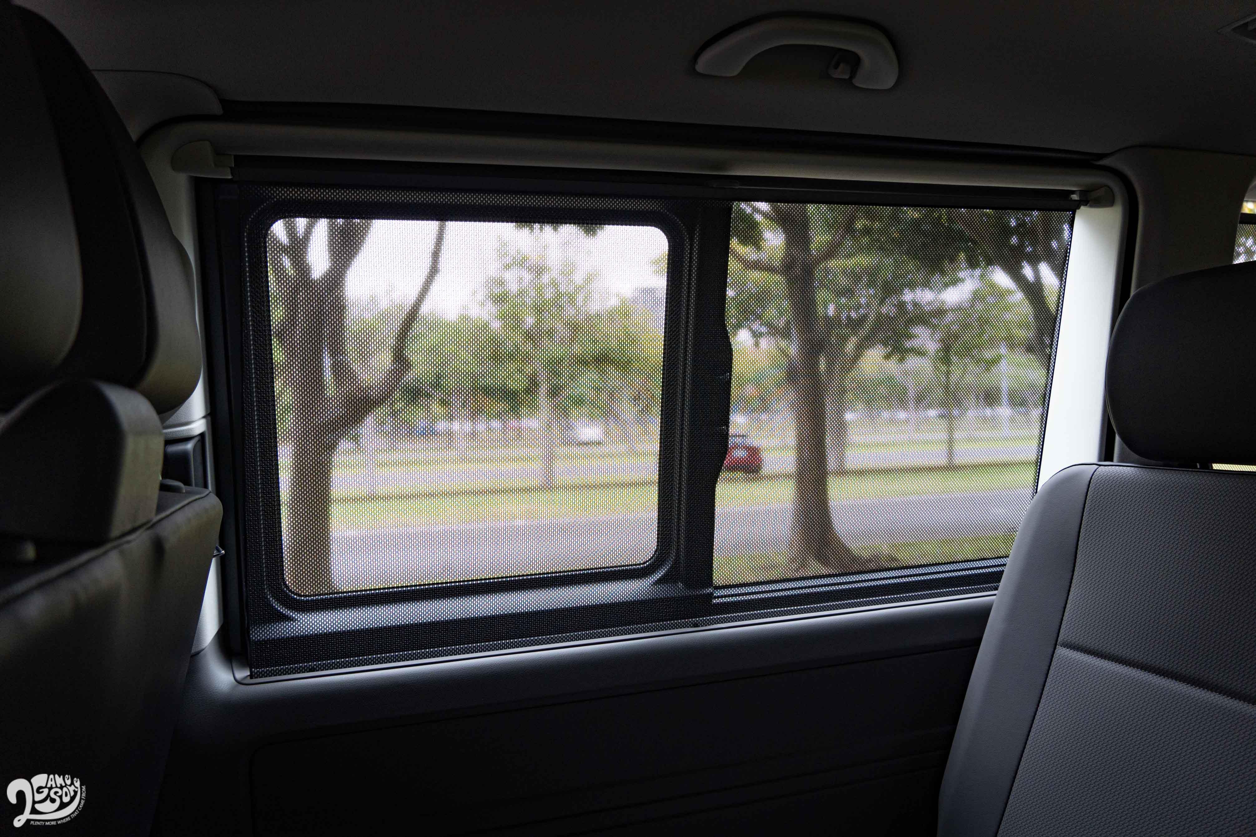 第二排與三排的車窗遮陽簾。