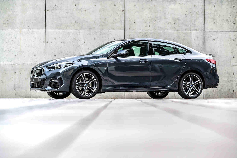 全新 BMW 2系列Gran Coupé,不僅可享低月付 9,900 元起多元分期方案或尊榮租賃專案(含 3 年租賃 0 利率、贈送 3 年牌燃稅),本月交車更加贈 iPhone12 Pro 256GB。