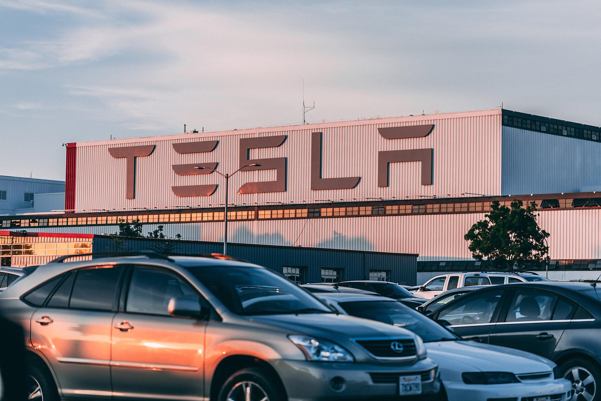 Tesla 證明了新創產業以電動車切入汽車產業是可行的方式。