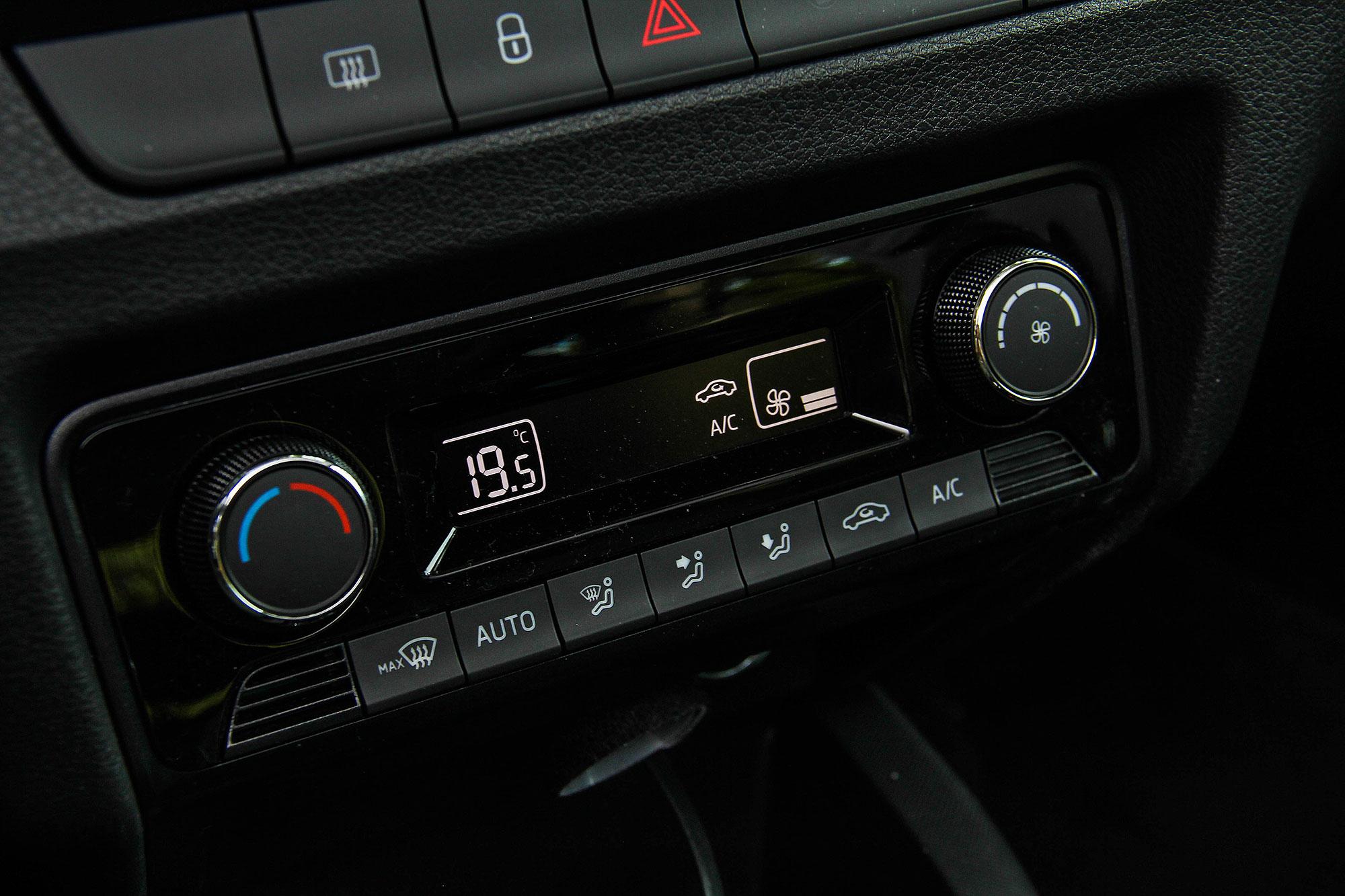 整合濕度感知器的恆溫空調是小改款後升級的配備之一。