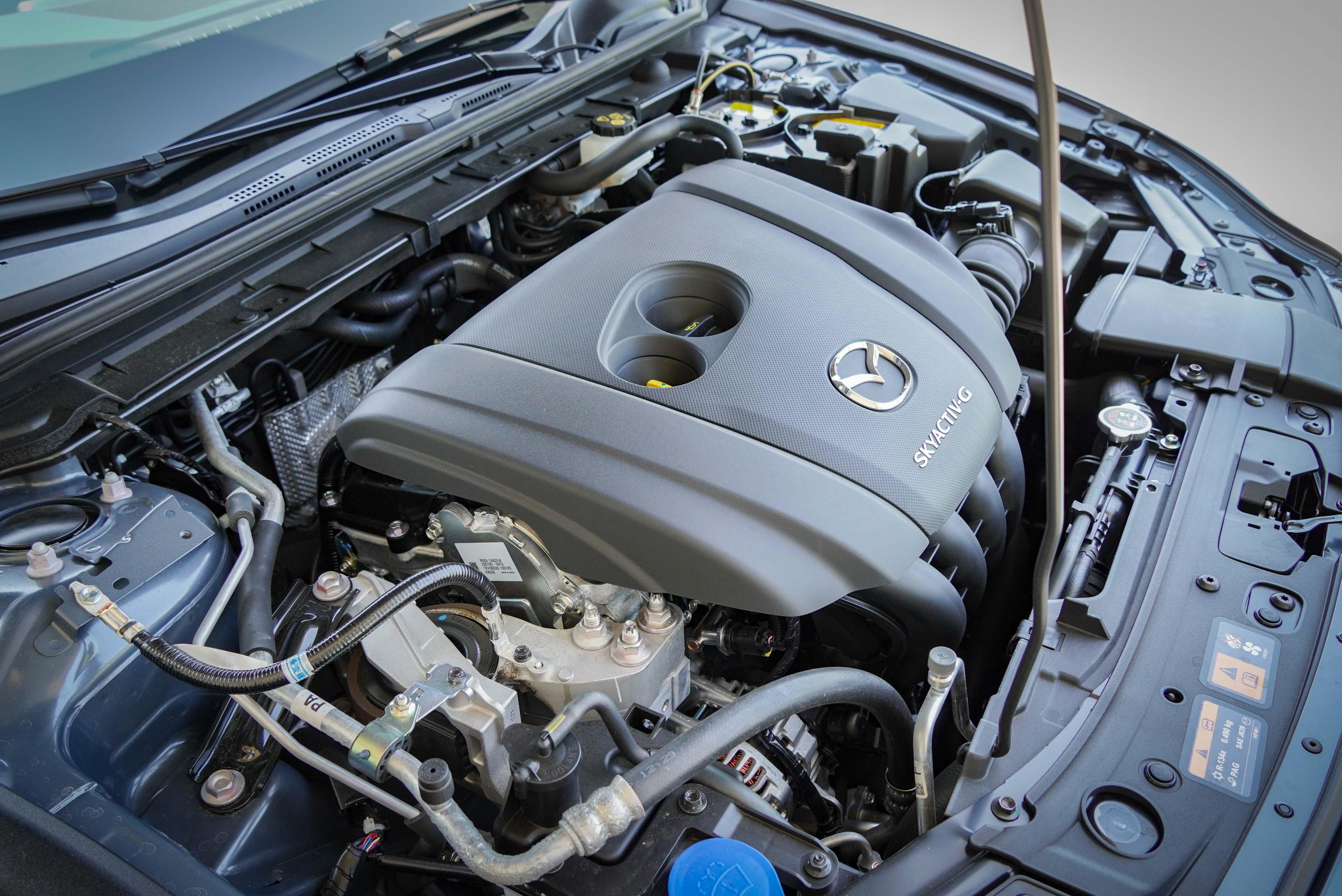 2.0 升 Skyactiv-G 四缸自然進氣引擎輸出為 165 匹馬力與 21.7 公斤米扭力。
