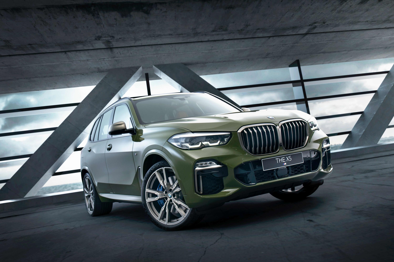 全新 BMW X5 M50i Individual Edition 外觀搭配 Urban Green 特殊車色。