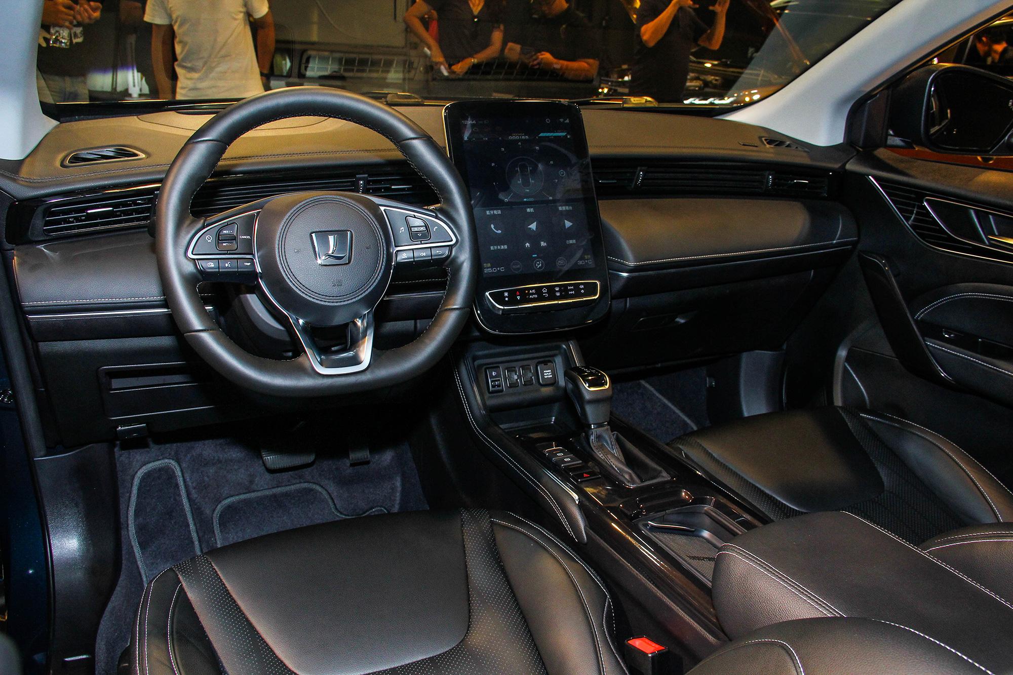 車內採用目前 Luxgen 家族慣用的直立式中控台螢幕設計