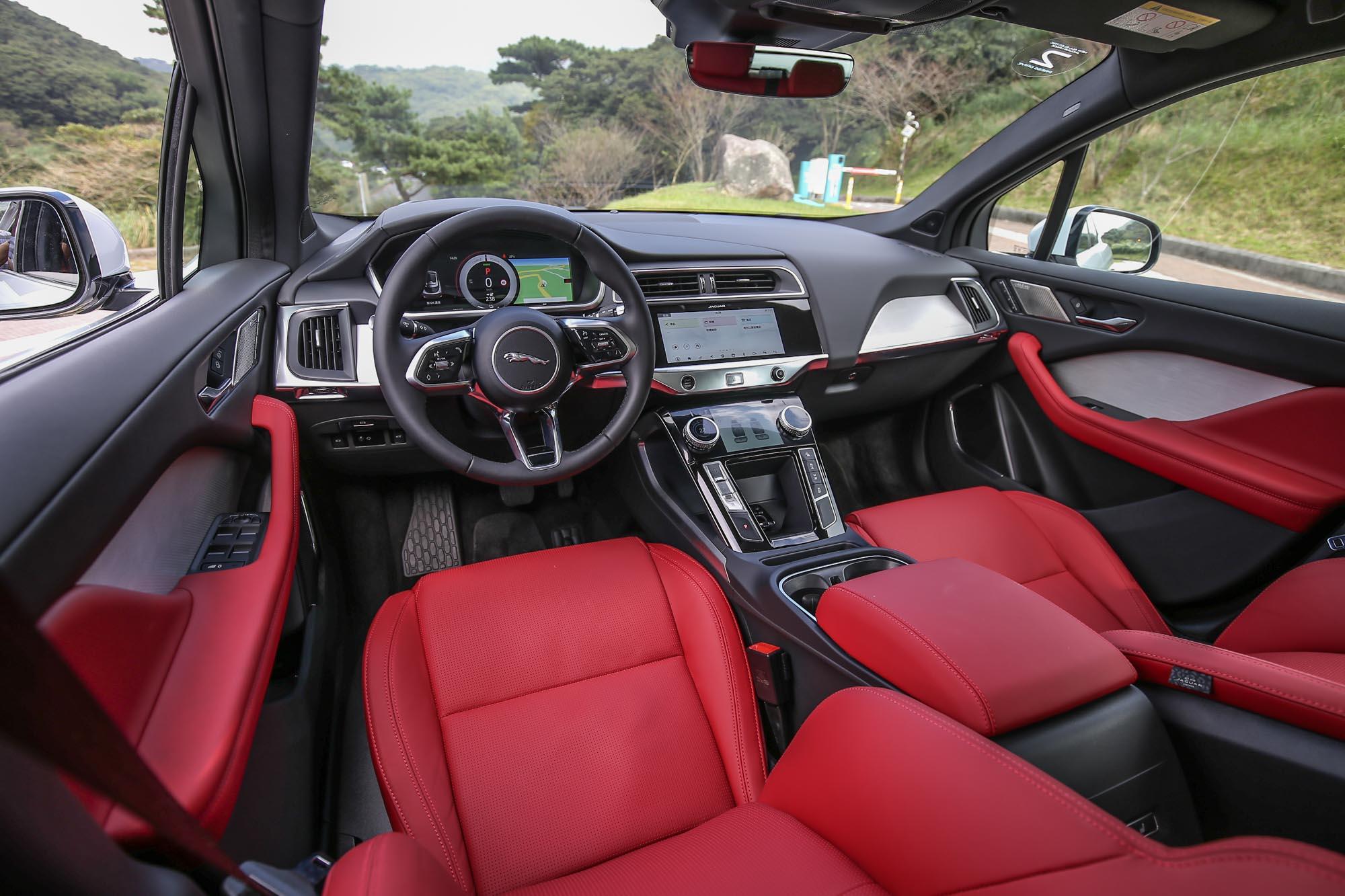 兼具質感與前衛的座艙設計。