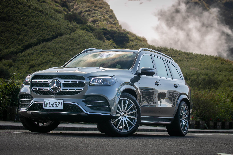 試駕車款為 Mercedes-Benz GLS 450 4Matic,建議售價自新台幣 495 萬元起,加上額外選配後,總價為 584.7 萬元。