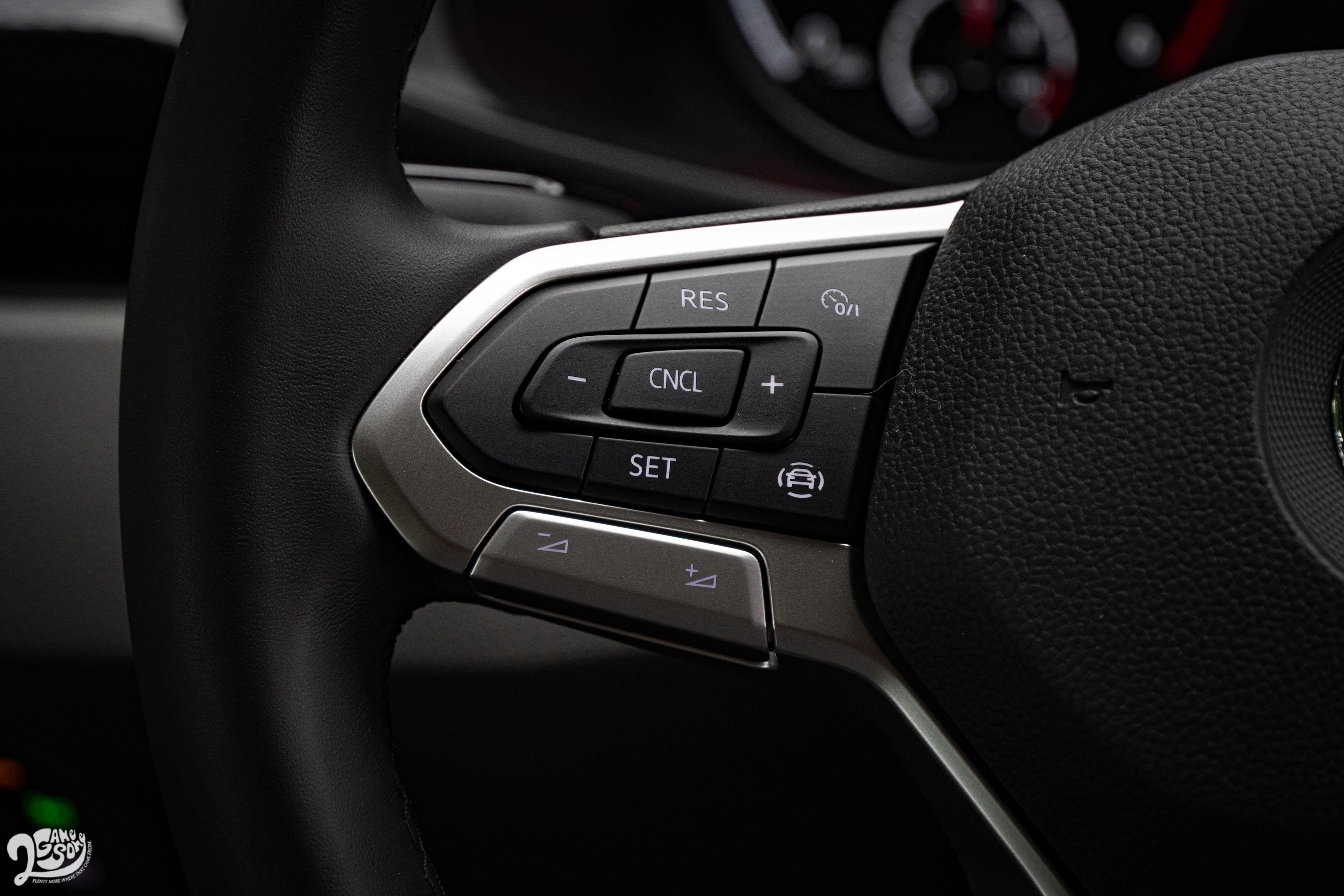 150L 未配備 ACC 跟車系統與車道輔助系統,僅配備定速系統。