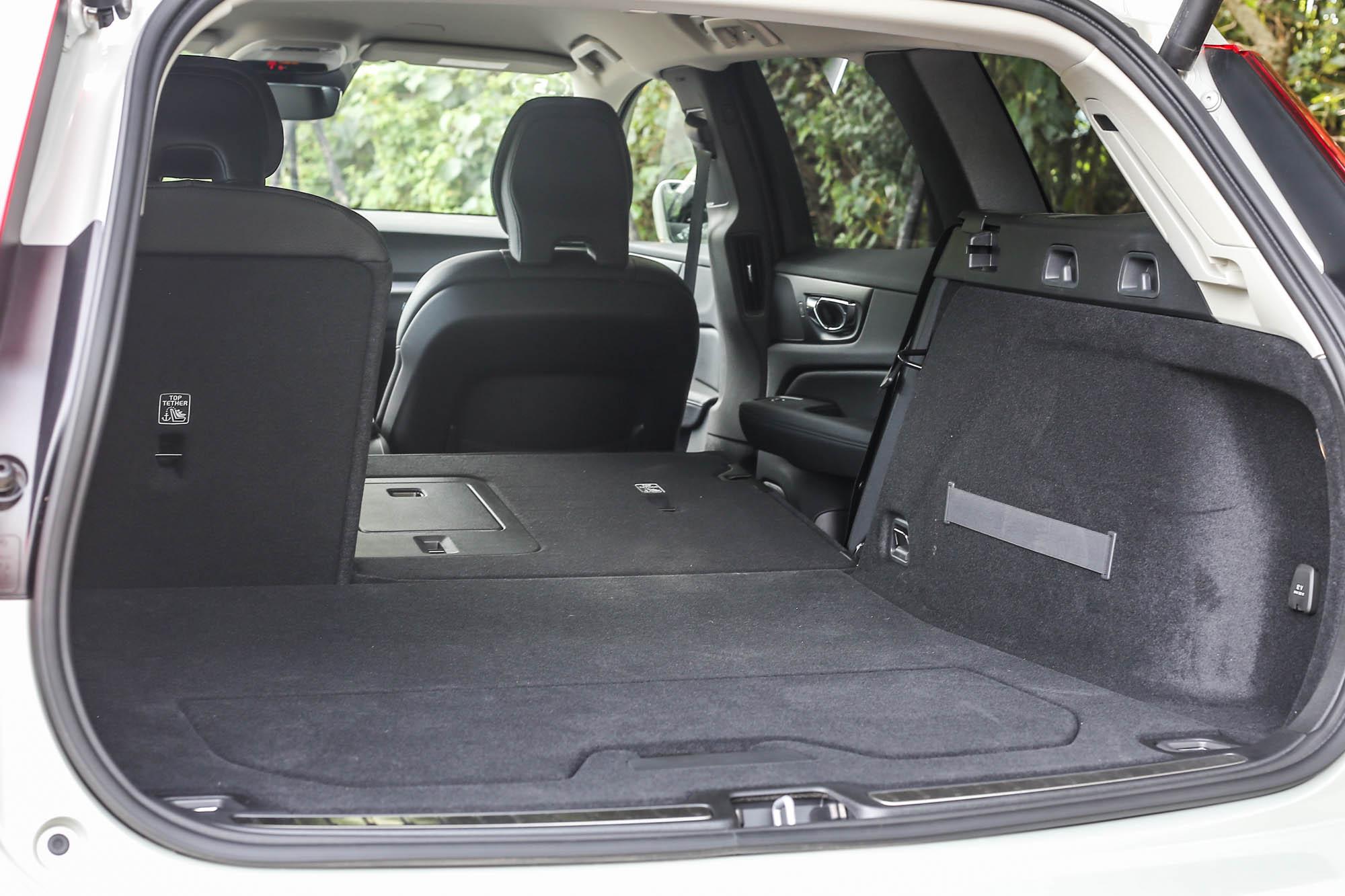 透過後座椅 6/4 分離機制,後廂容積可在 529 ~1441 公升間彈性調整。