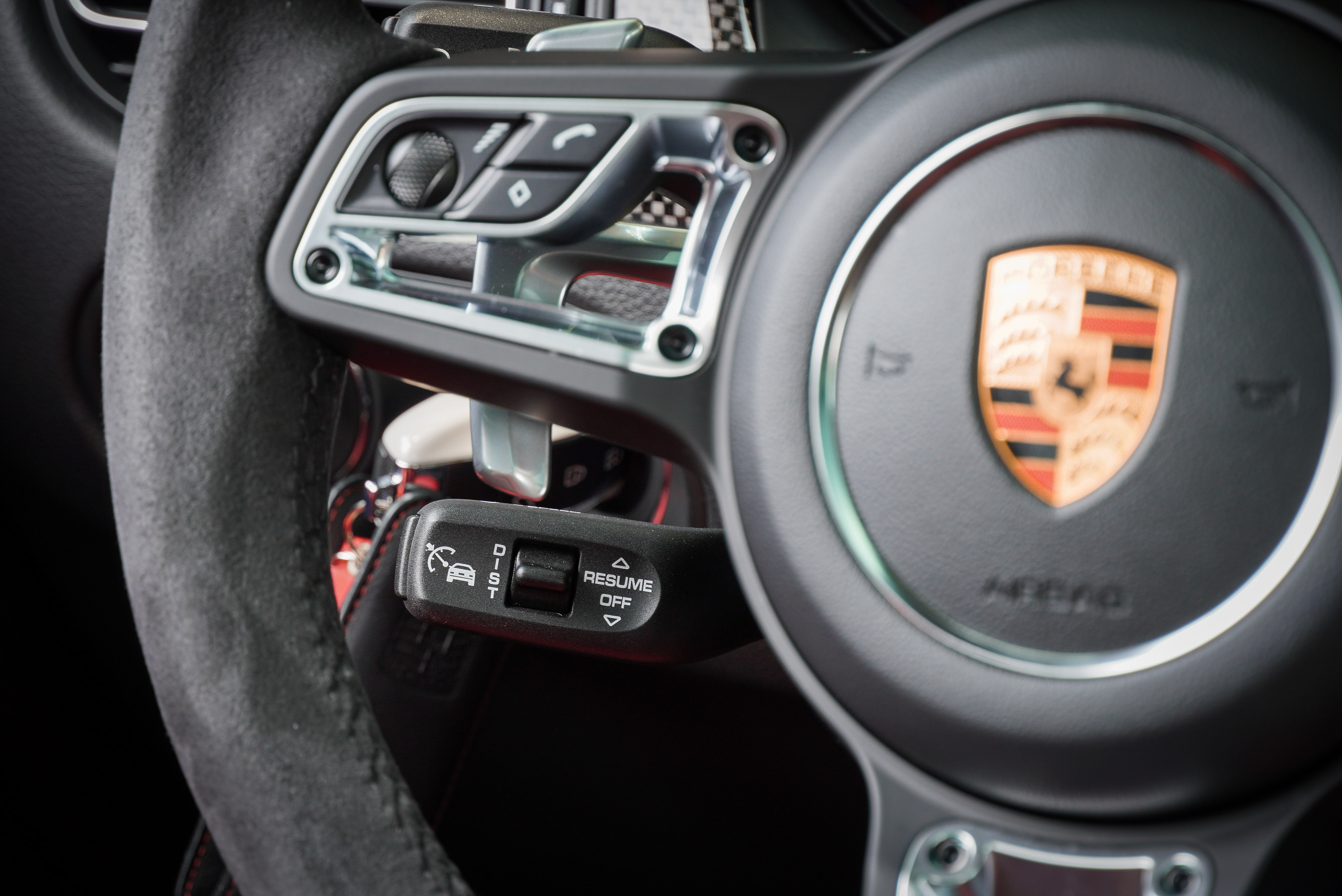 跟車系統及車道維持輔助系統選配價 137,200 元。