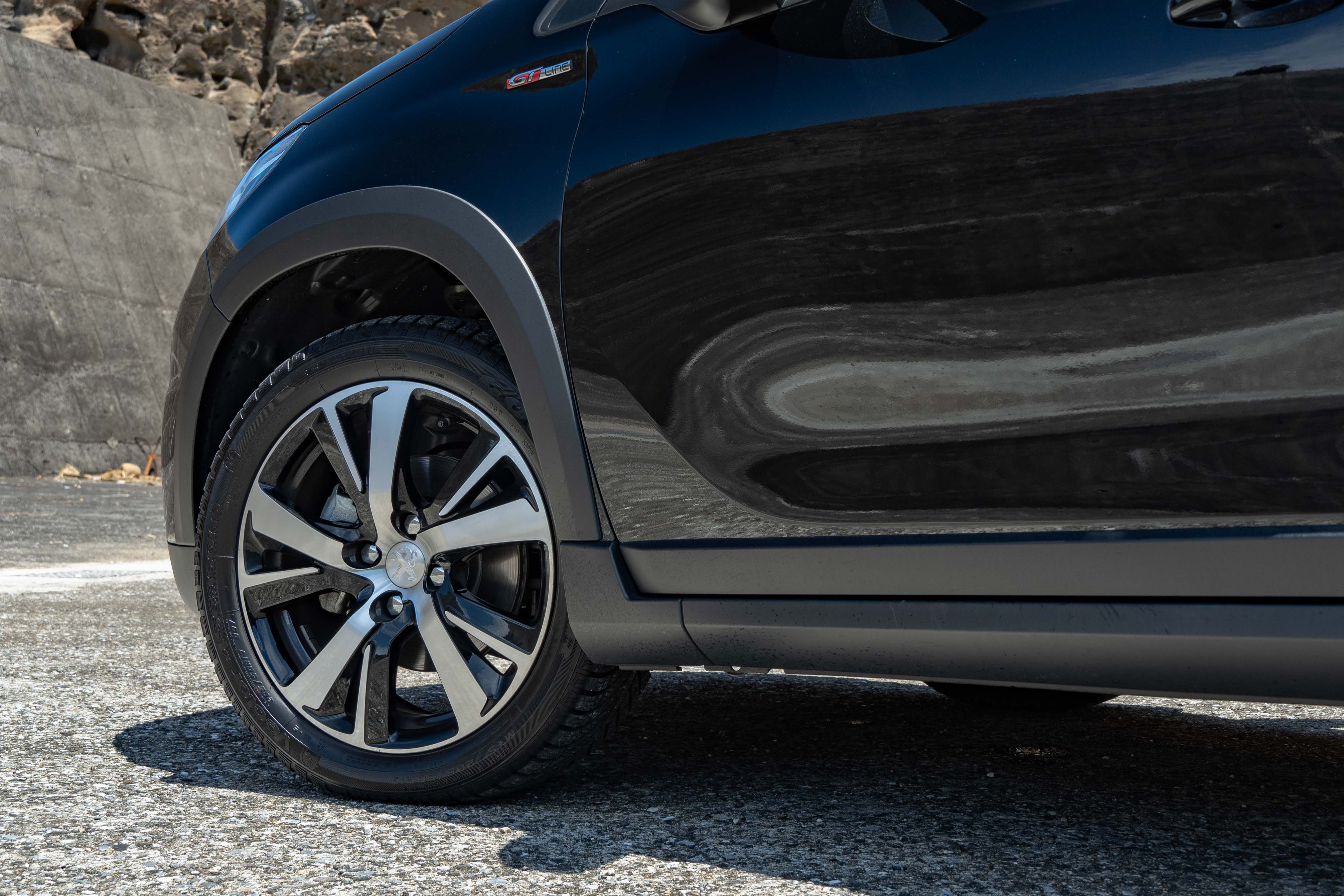 GT Line 標配 17 吋輕量化鋁合金輪圈。