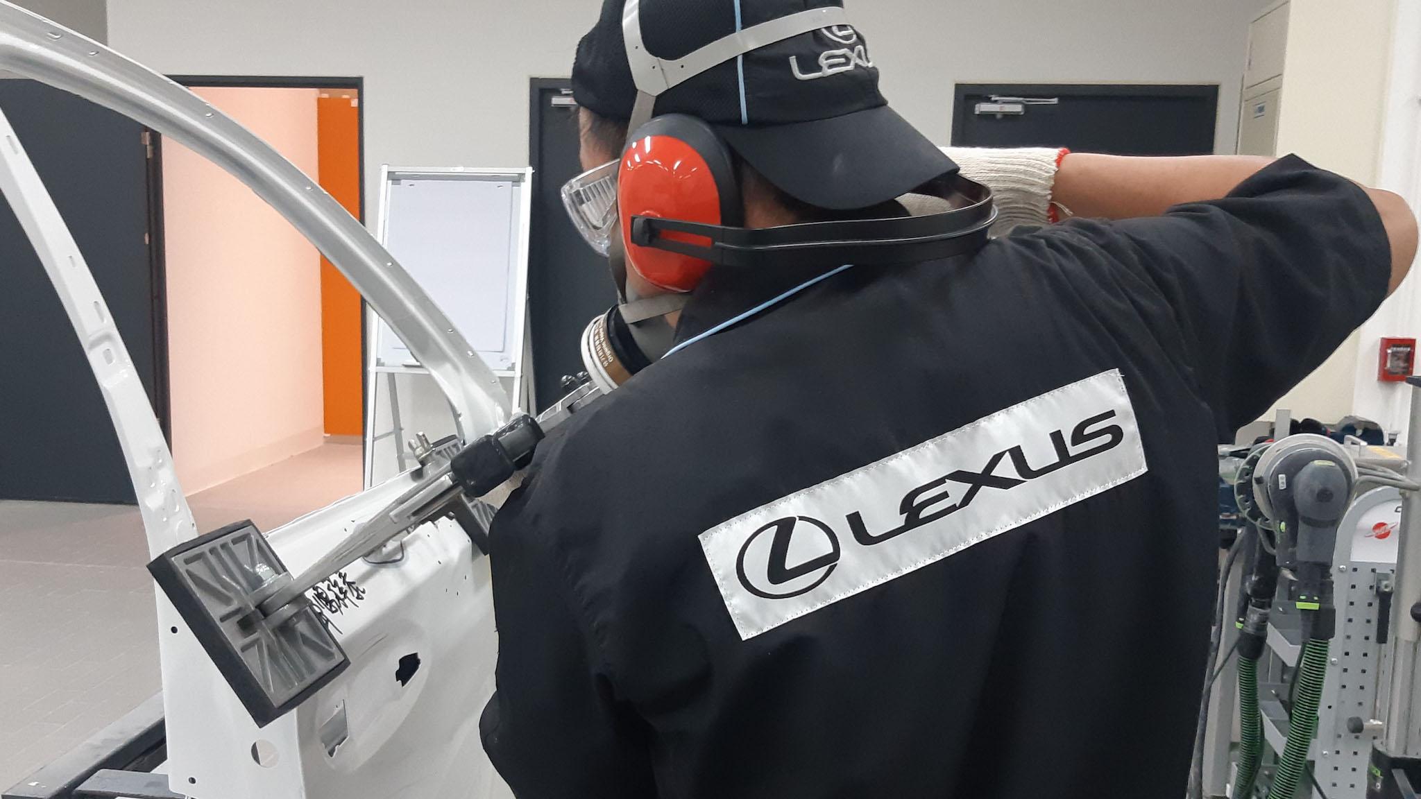 不用再整組換掉,Lexus 導入鋁合金外板維修