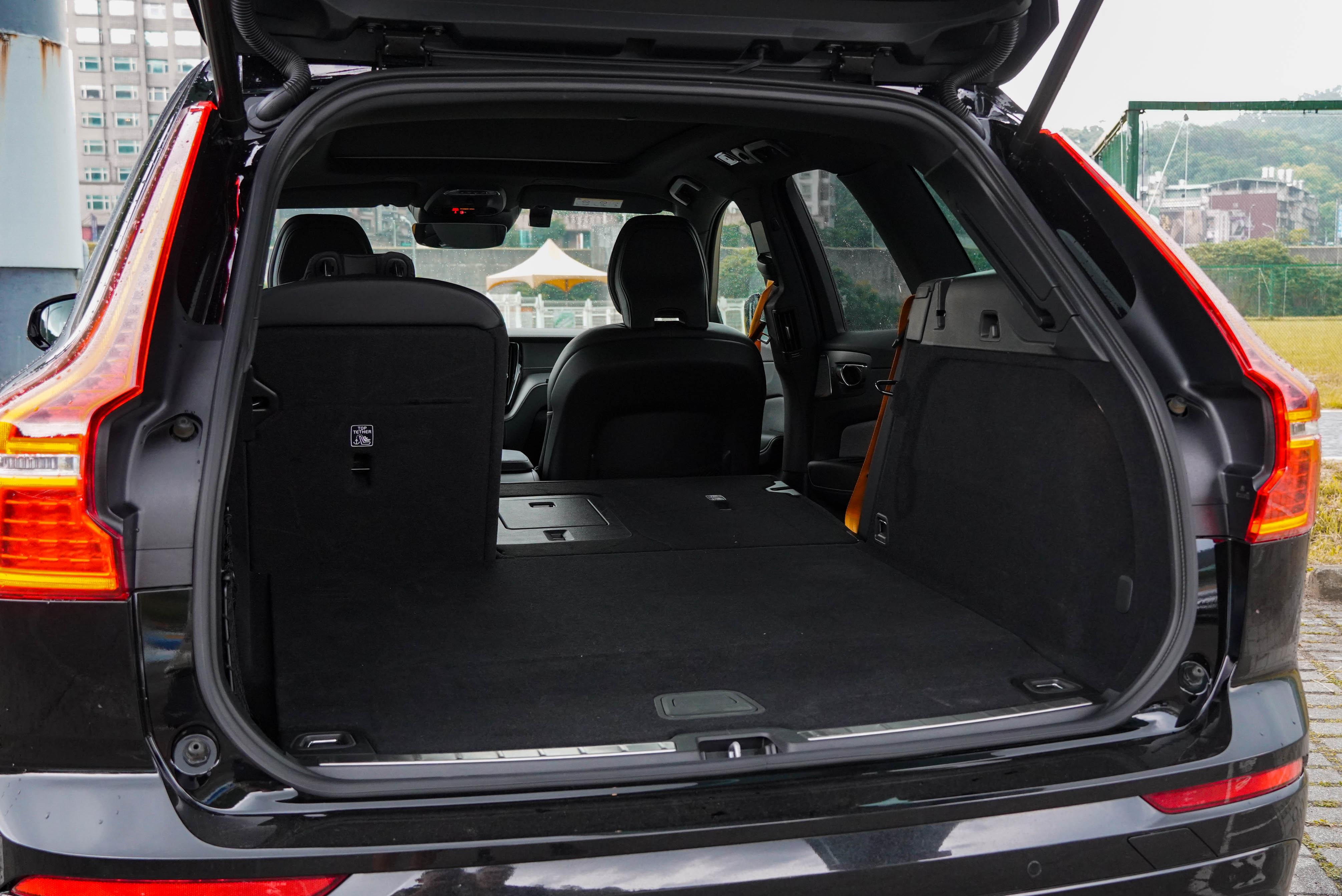 行李箱可變化於 468 / 1,395 公升之間。