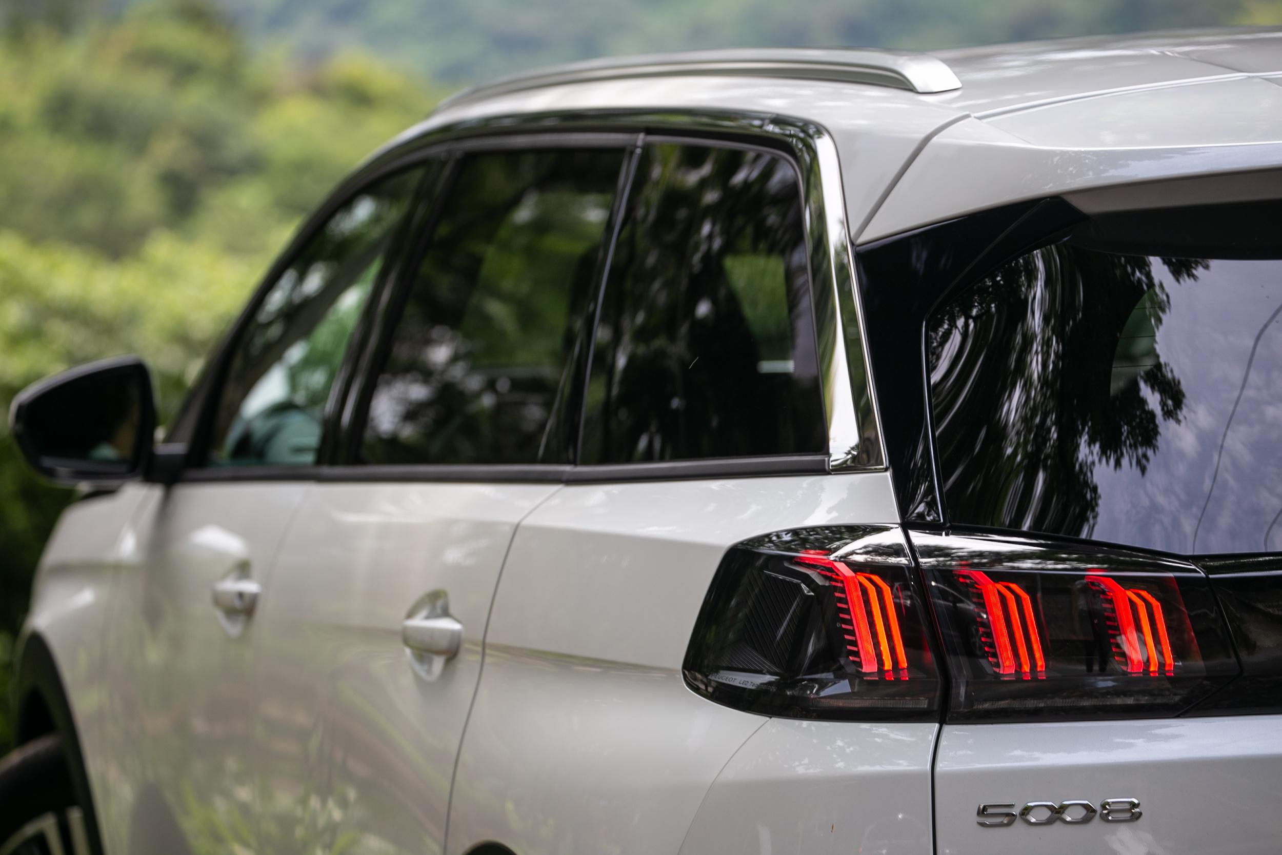 獅爪般的LED尾燈讓車尾辨識度更加出色。
