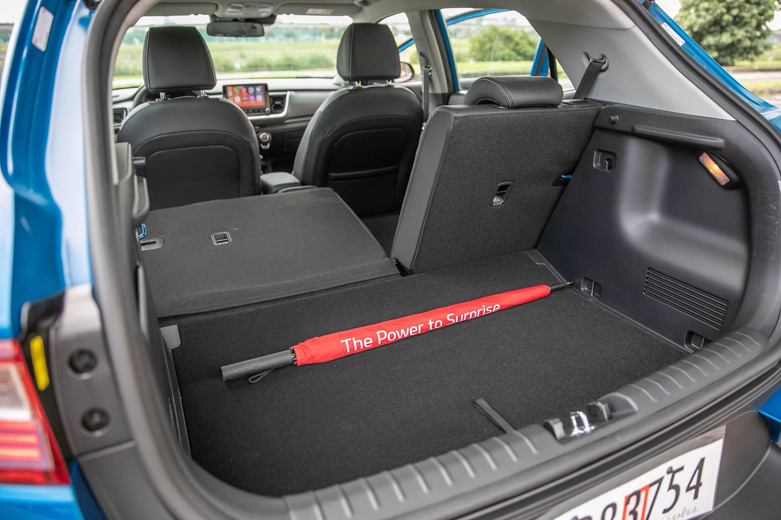 後座椅背傾倒後,最大置物空間可達 1155 公升。