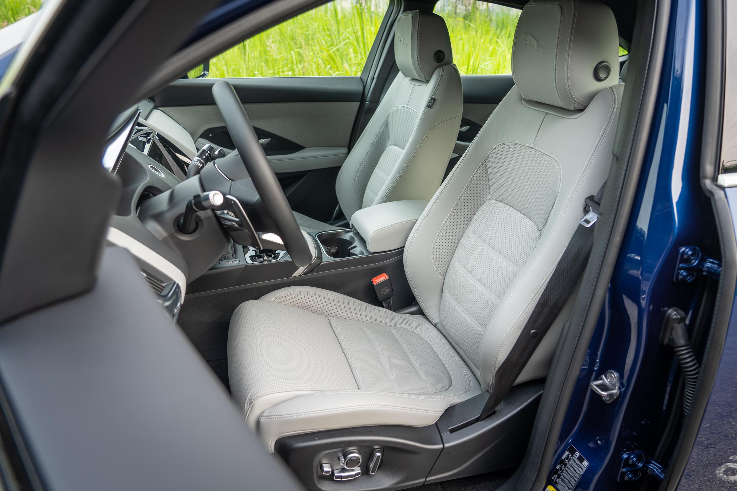 試駕車型選配前座16向電動調整功能。
