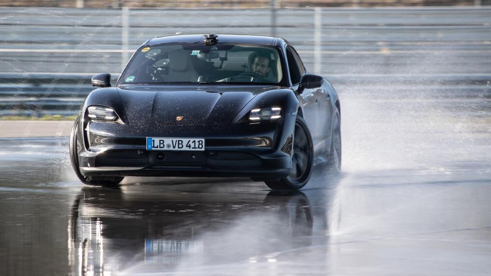 Porsche Taycan 打破金氏世界紀錄 連續飄移 42 公里成為電動車甩尾王