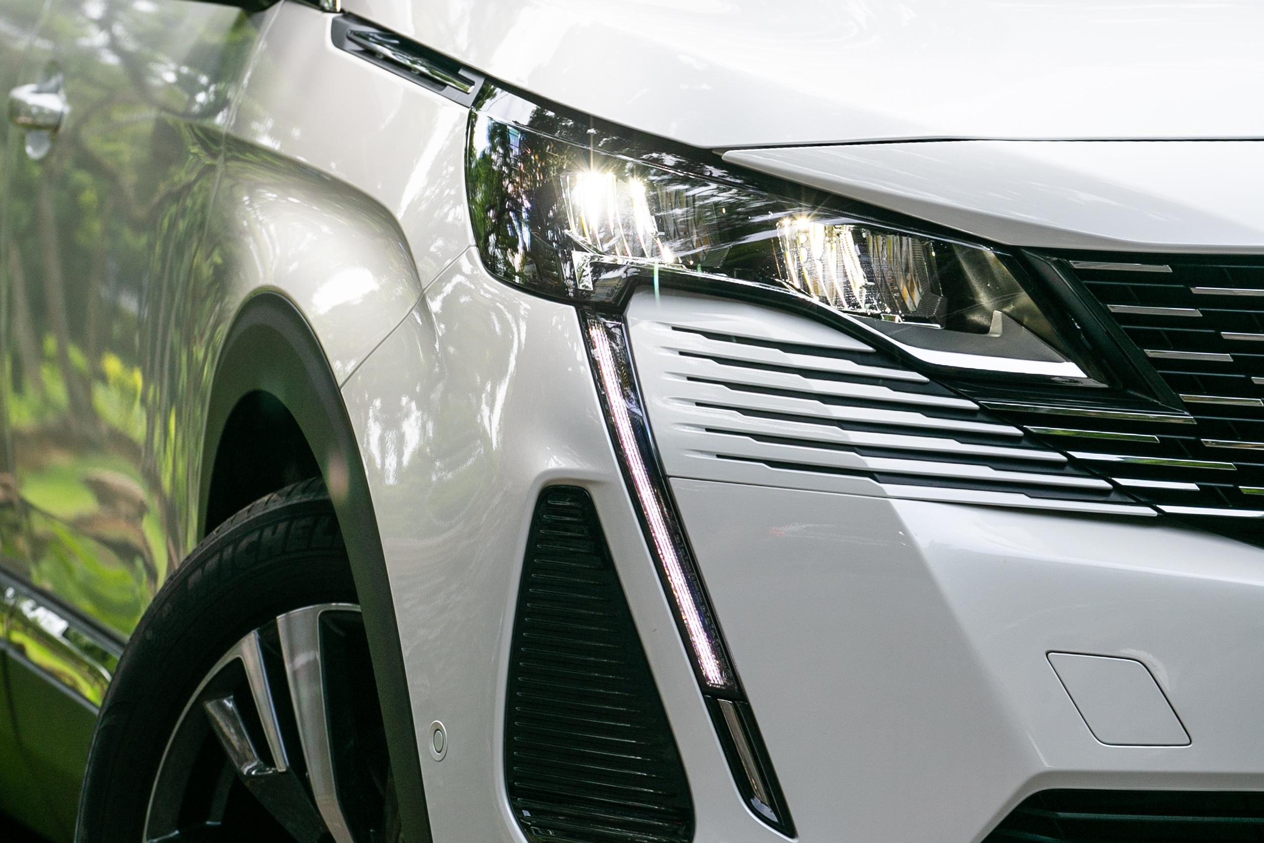 車壇中還有什麼比這更大膽、更具特色的頭燈設計了呢?